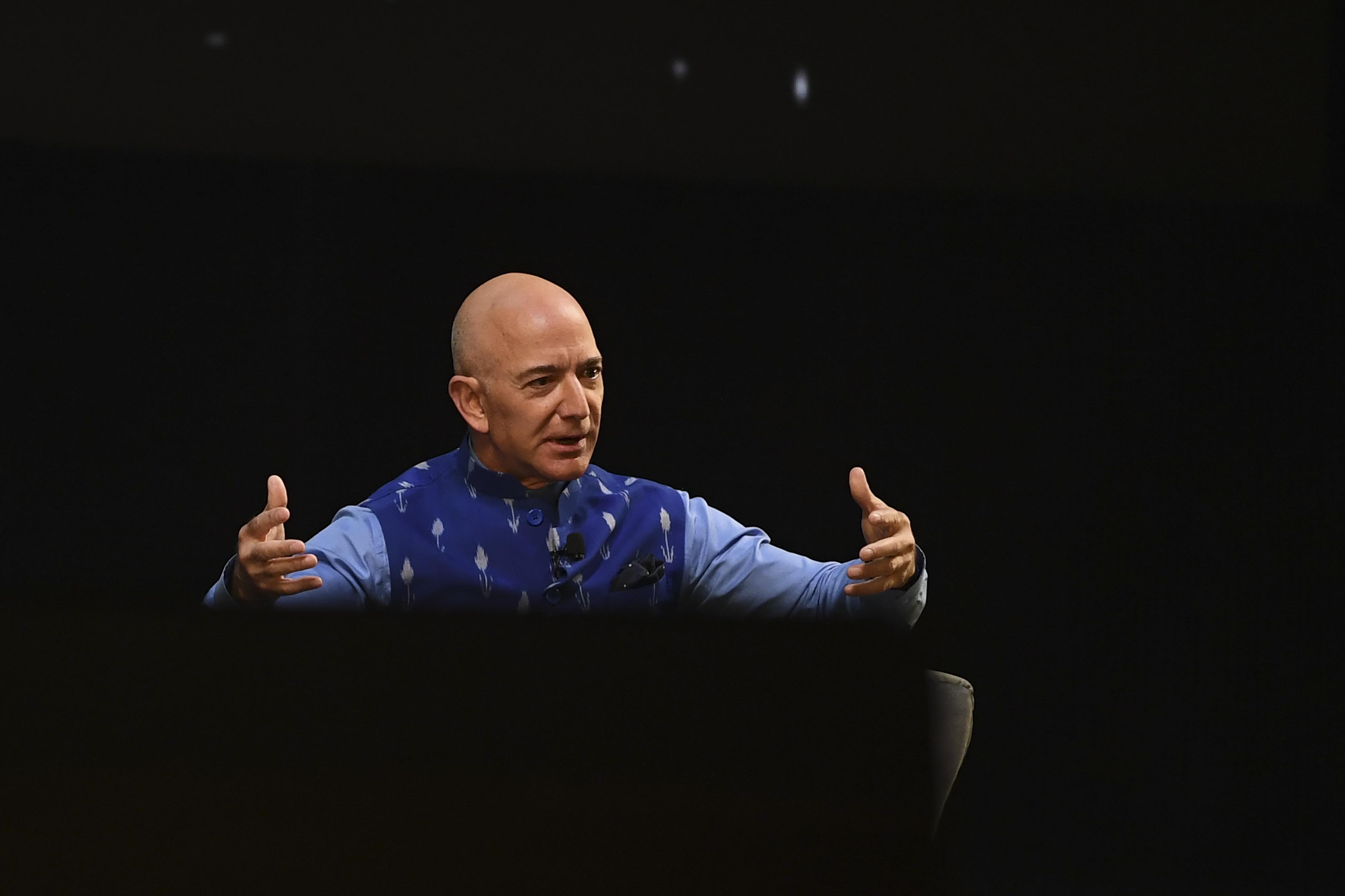 Jeff Bezos júliusban kiruccan az űrbe