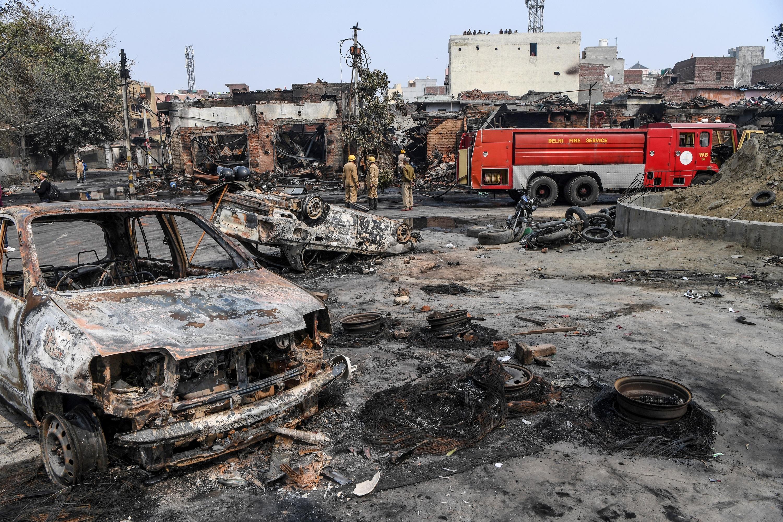 Tucatnyi halott és egy felgyújtott mecset Delhiben