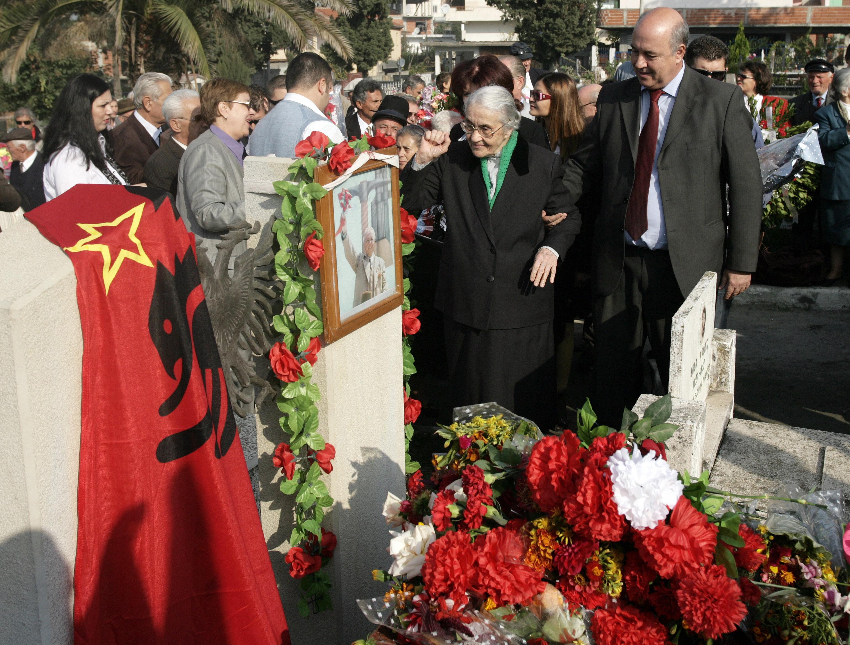 99 évesen meghalt Nexhmije Hoxha