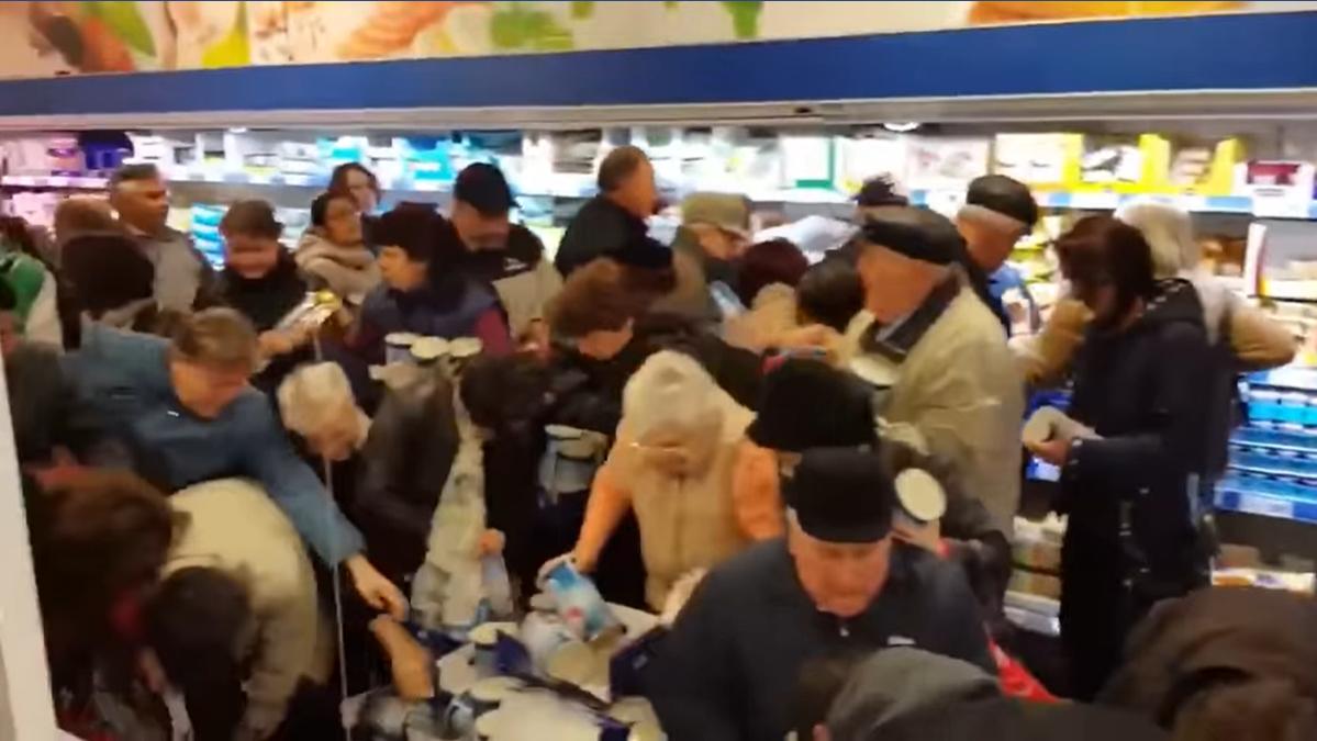 """Kétéves a videó, amin a bukaresti Lidl """"koronavírustól rettegő"""" vásárlói szabályosan megvadulnak, amikor új áru érkezik"""