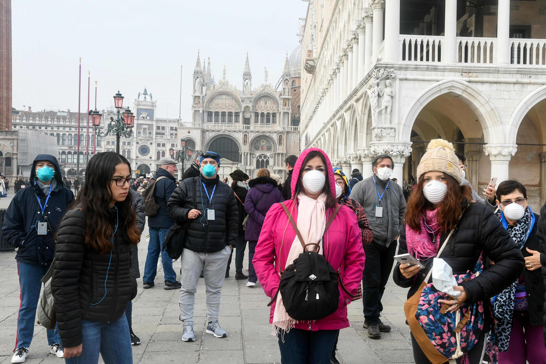 Két elzárt olasz városban megteltek a kórházak