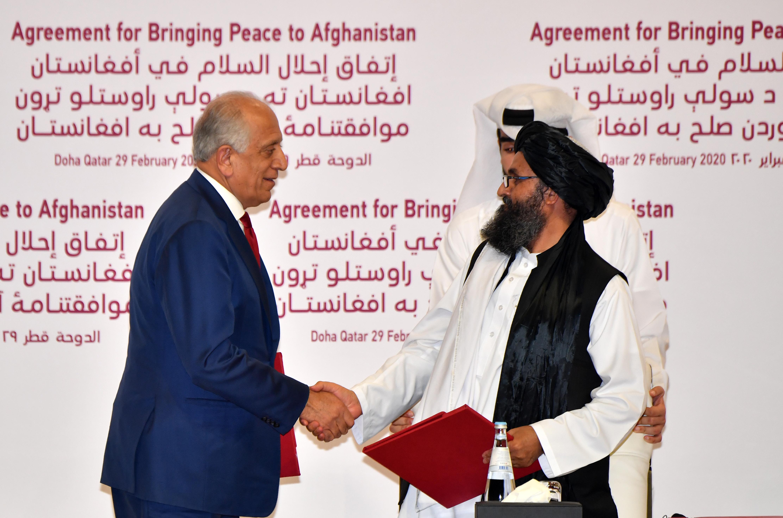 Békemegállapodást írtak alá az amerikaiak és a tálibok Dohában