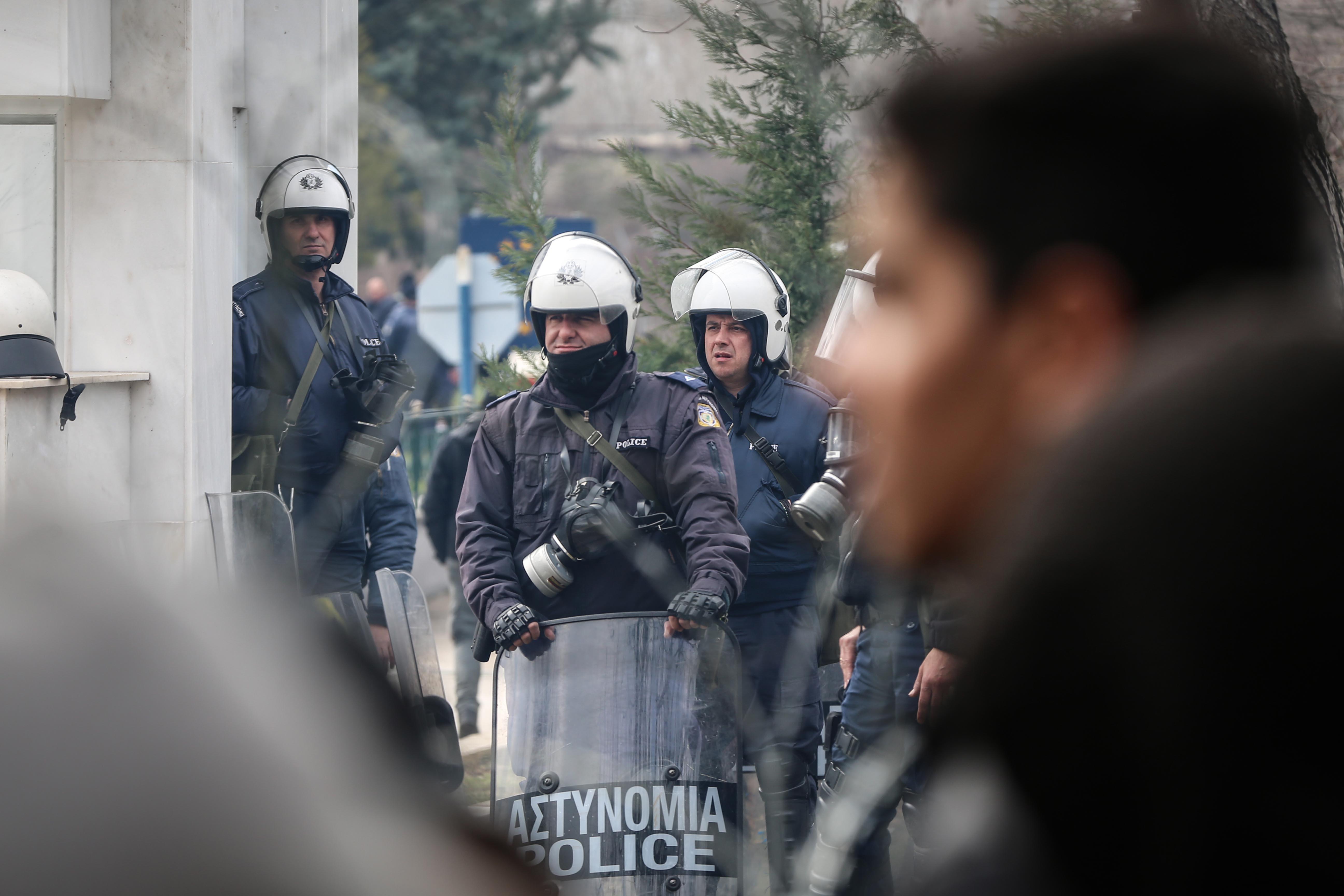 Könnygázzal tartották vissza az embereket a görög határon Erdogan bejelentése után