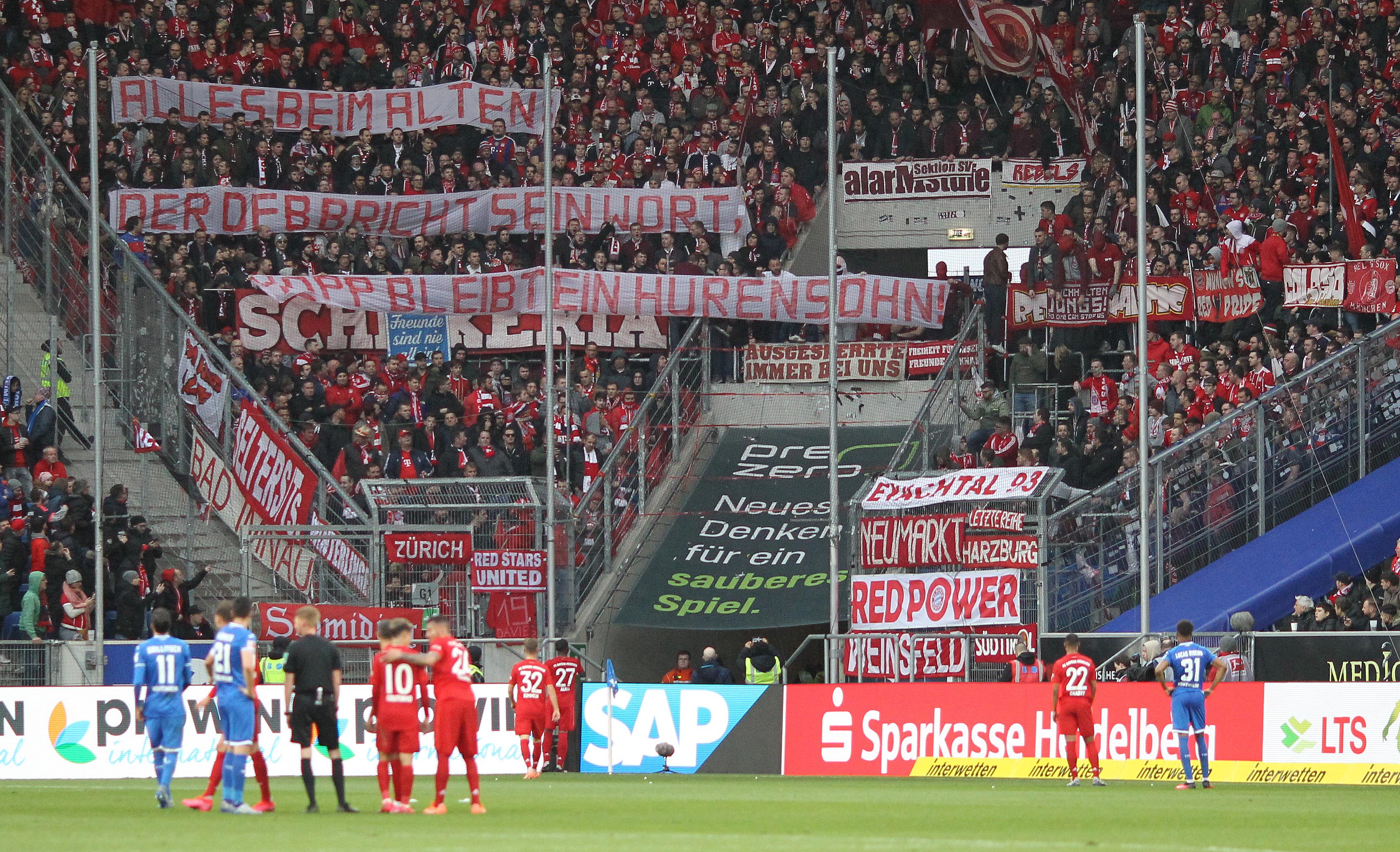 6-0-ra nyert a Bayern, de a szurkolói sokáig emlékezetes botrányt okoztak