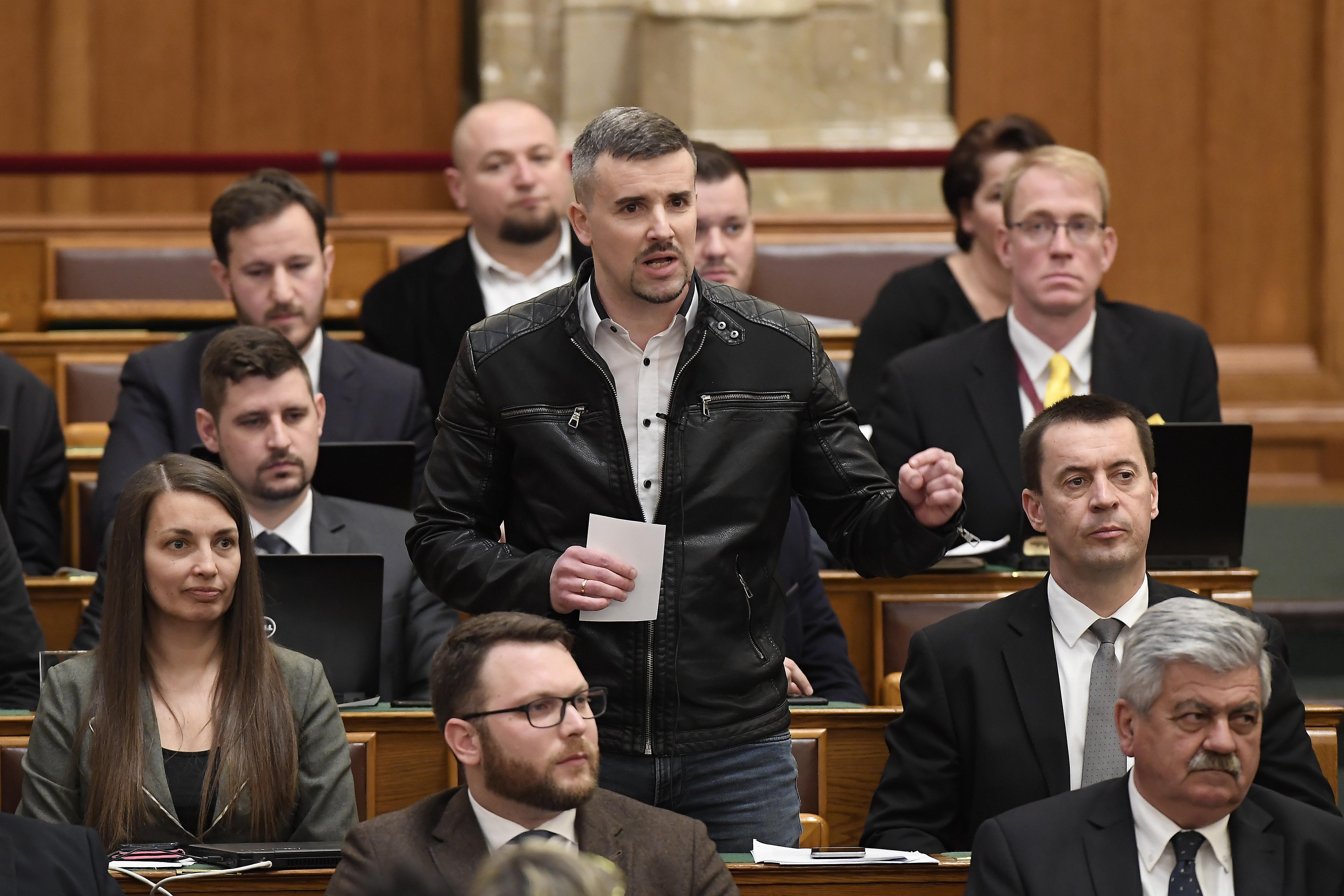 A Jobbik a homofób módosítókkal együtt is megszavazza a Fidesz pedofiltörvényét