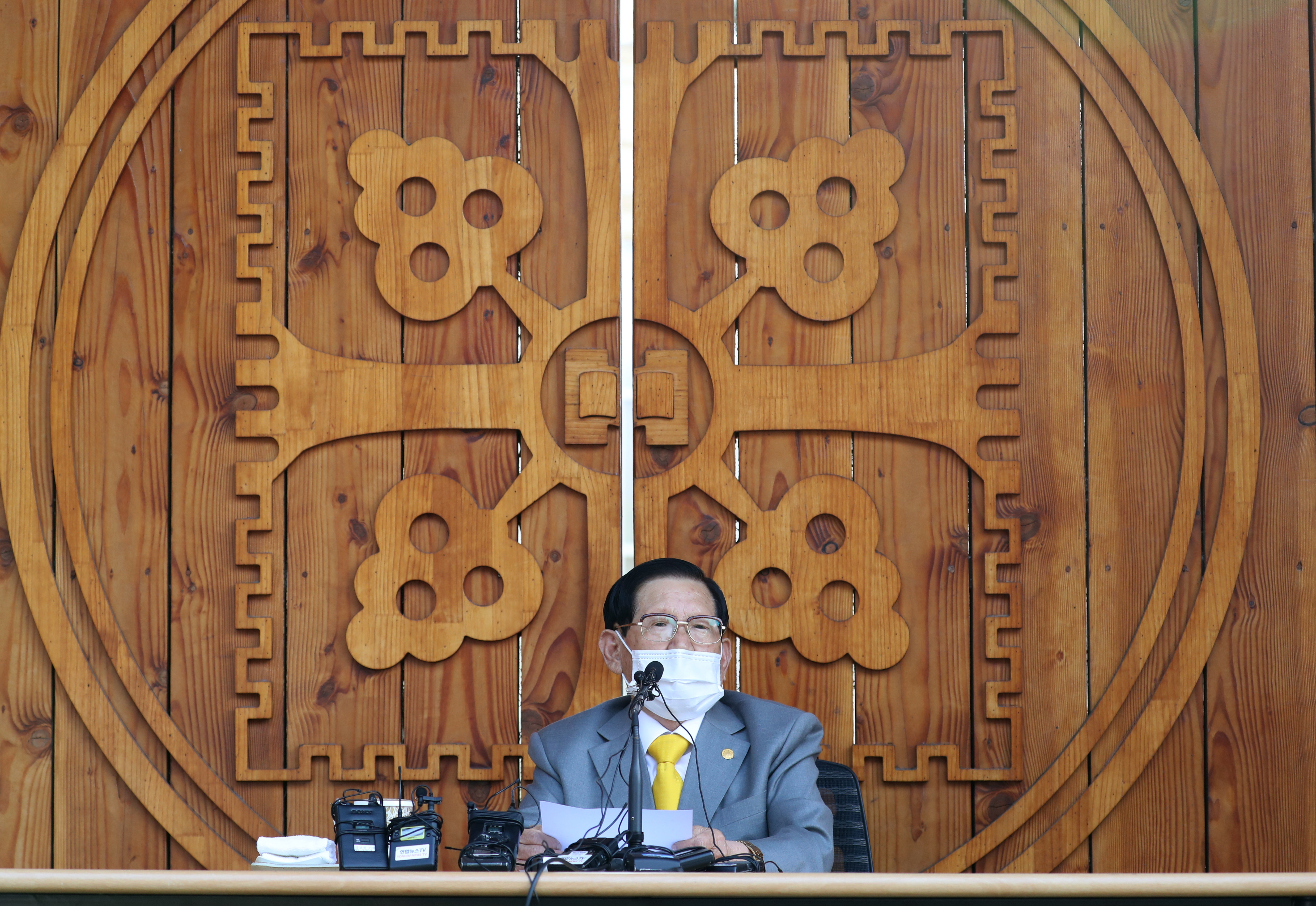 Gyilkosság miatt jelentették fel a koronavírust behozó szekta vezetőjét Dél-Koreában
