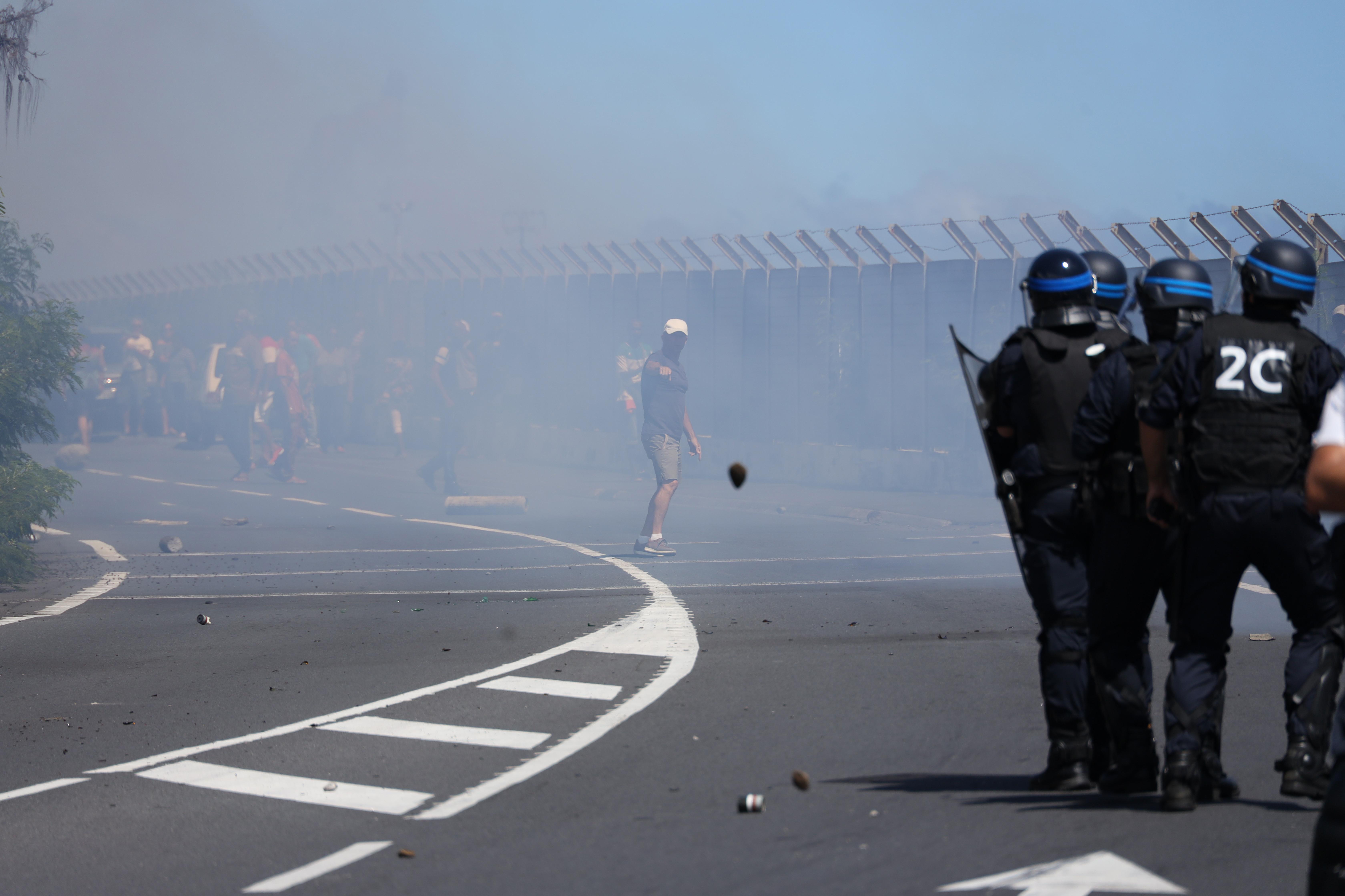 Zavargók próbálták megakadályozni egy óceánjáró kikötését Réunion szigetén