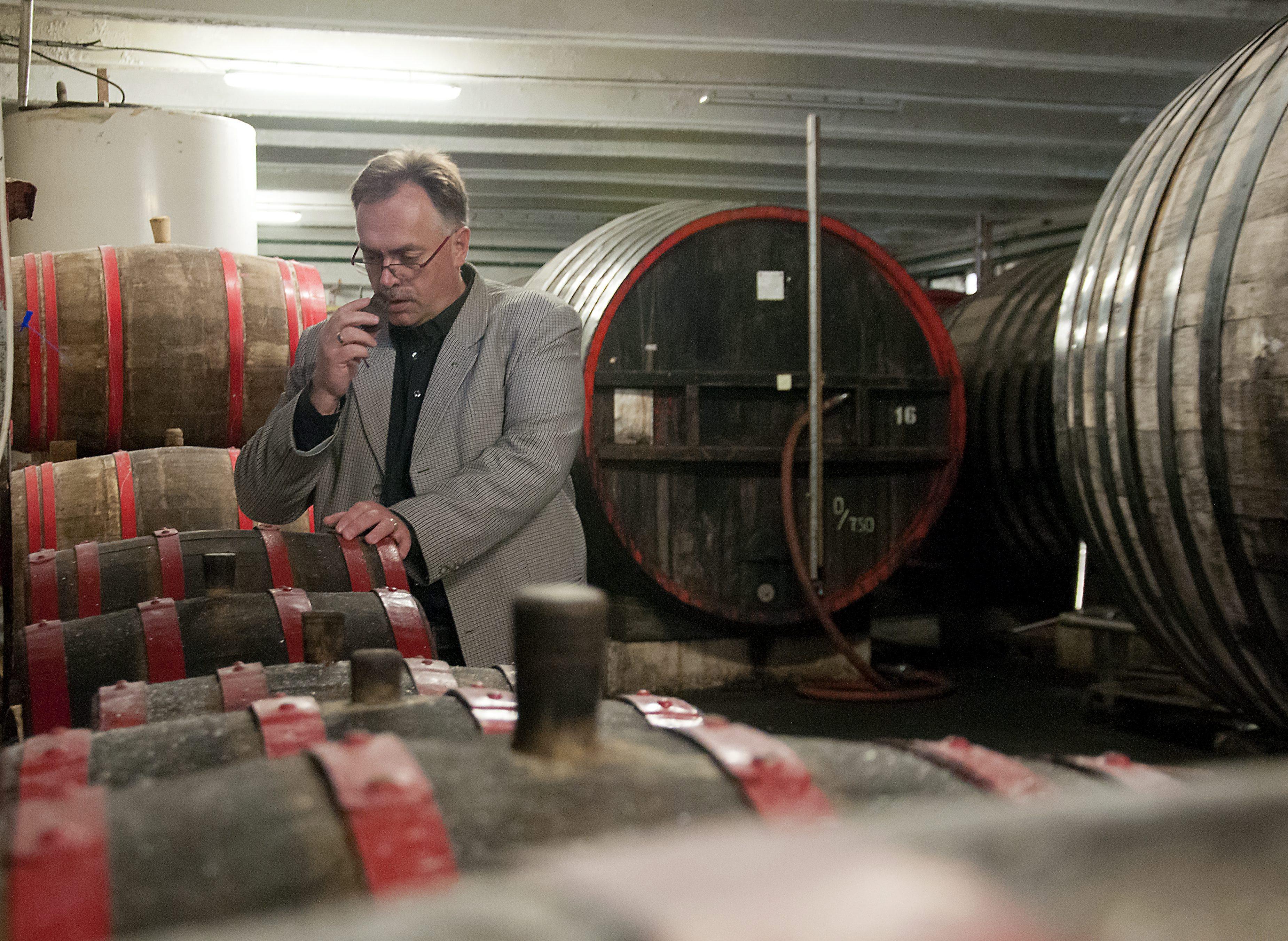 Bezuhant a legális pálinkavásárlás, adócsökkentést kér a Győri Likőrgyár vezetője
