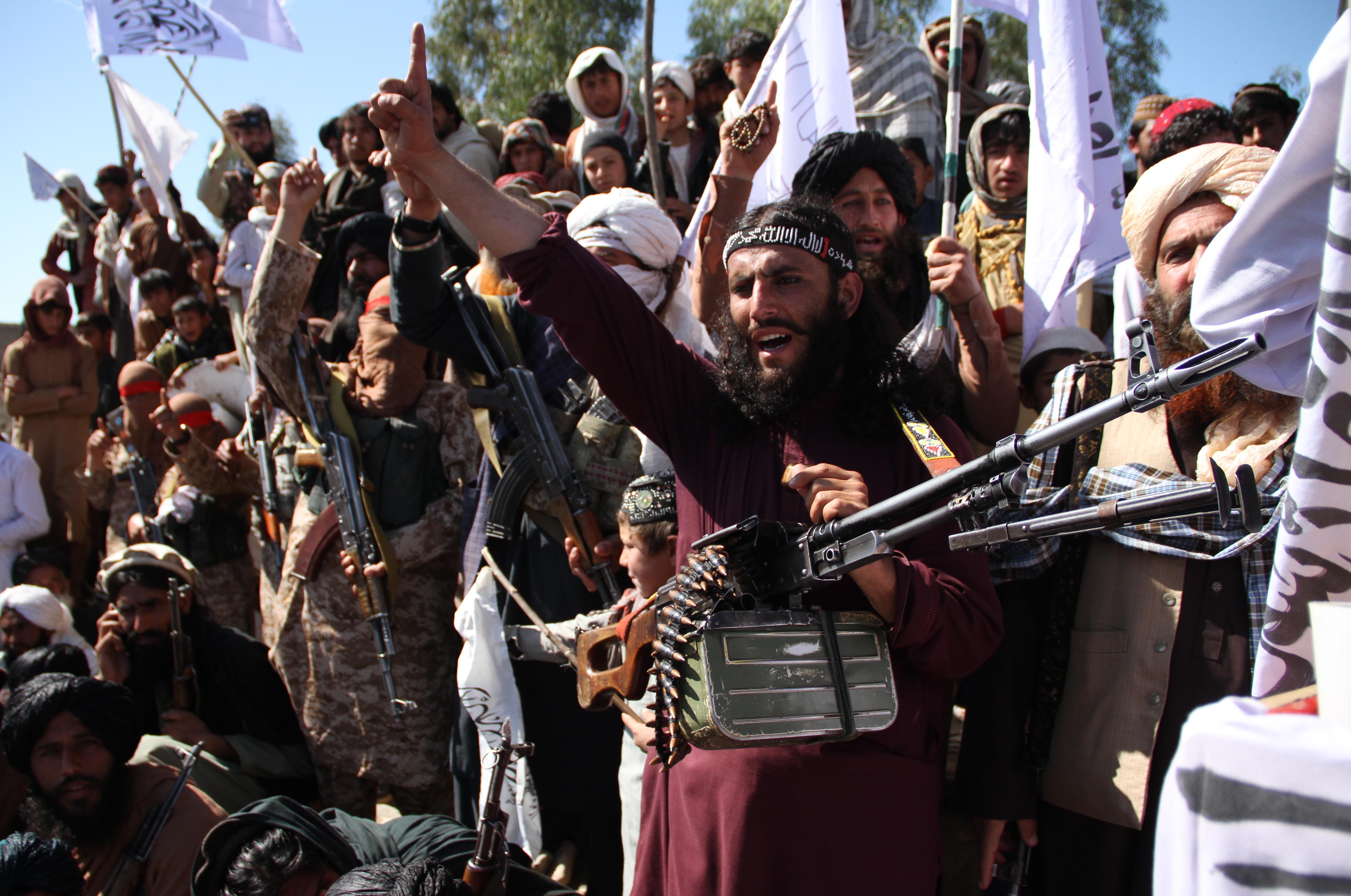Pár nappal a békemegállapodás aláírása után tálib állásokat bombáztak az amerikaiak