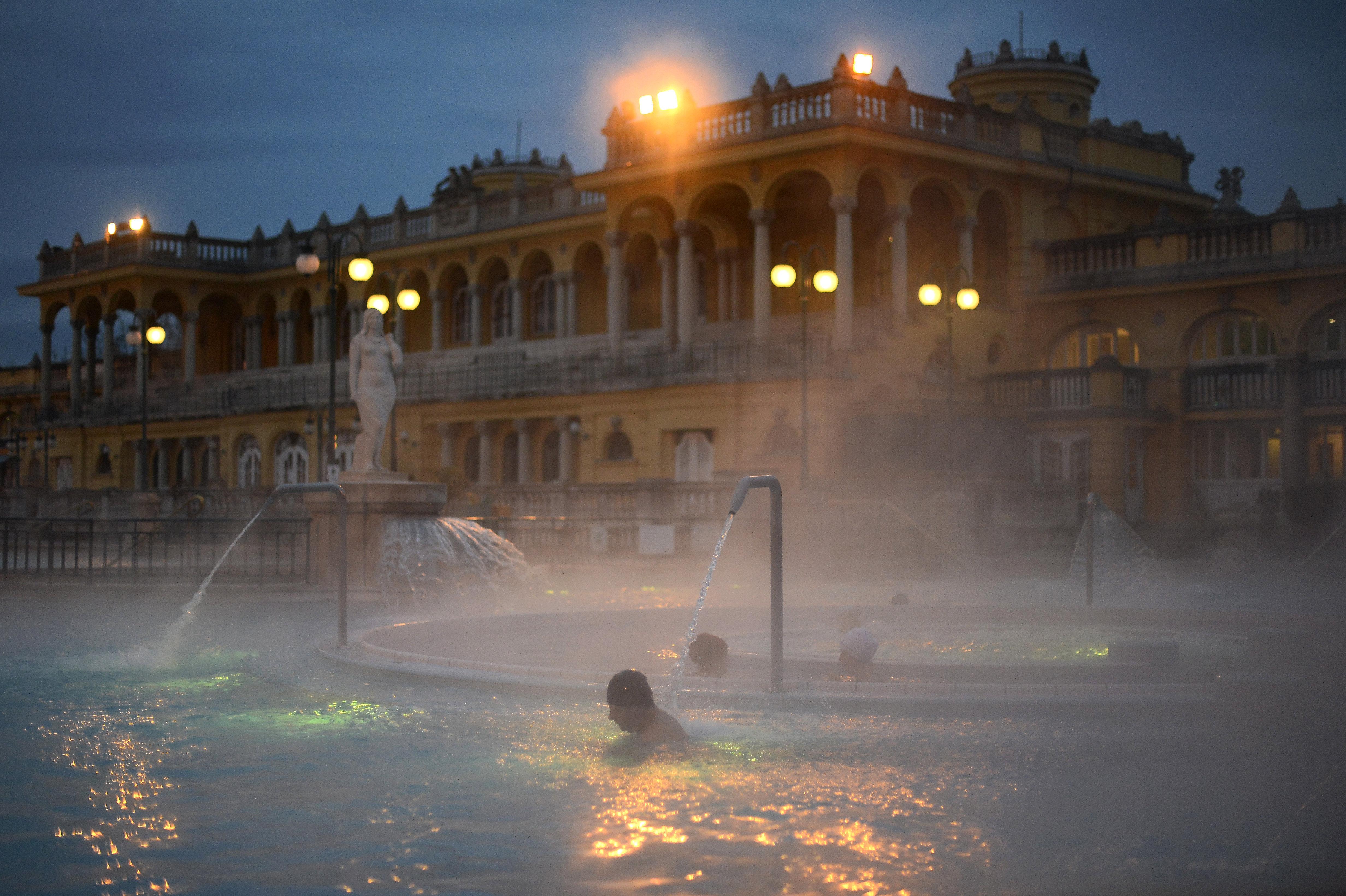 Száz dolgozót elbocsájtanak a budapesti gyógyfürdőktől