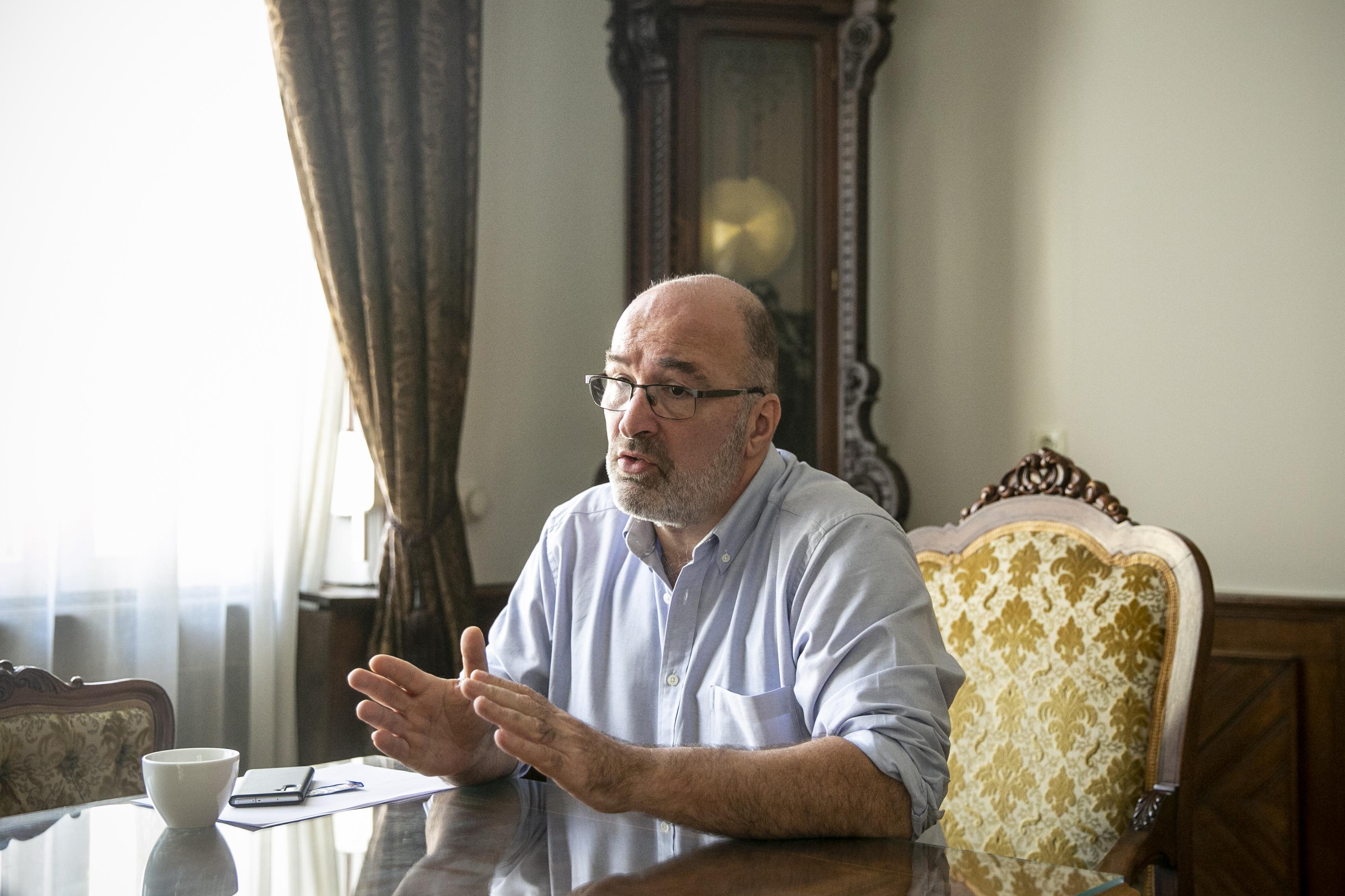 A VIII. kerületi önkormányzat 50 milliós büntetést kapott, amiért a polgármester lecserélte a közétkeztetési céget