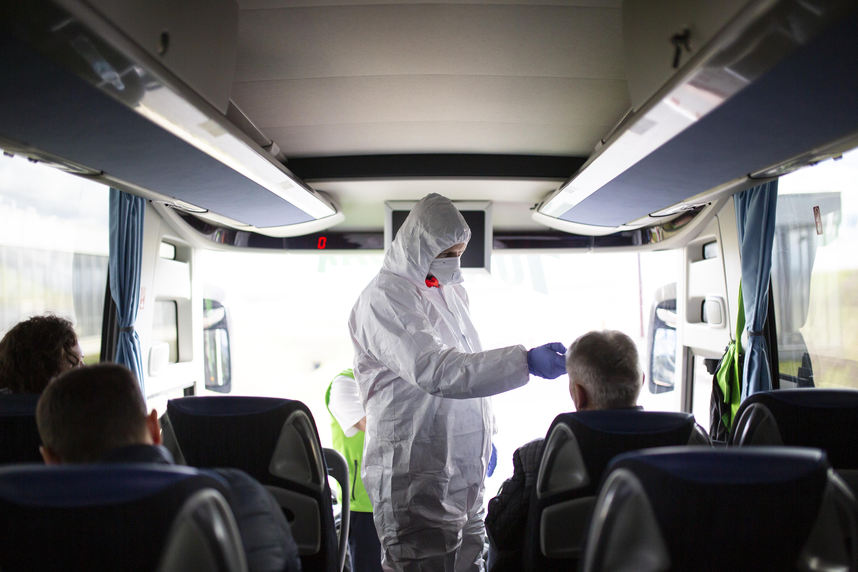 Két hét múlva 50-60 ezer fertőzött is lehet a Magyar Orvosi Kamara szerint, védőfelszerelést és vírusteszteket kérnek a kormánytól