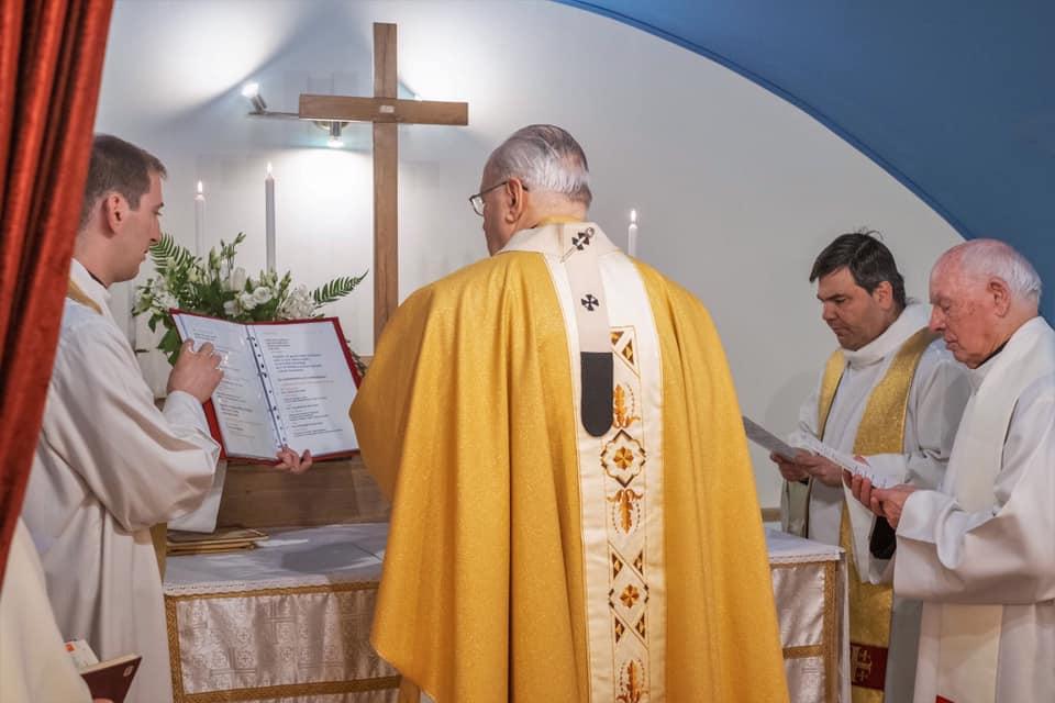 Erdő Péter bíboros felmentést adott a vasárnapi szentmisén való részvétel kötelezettsége alól