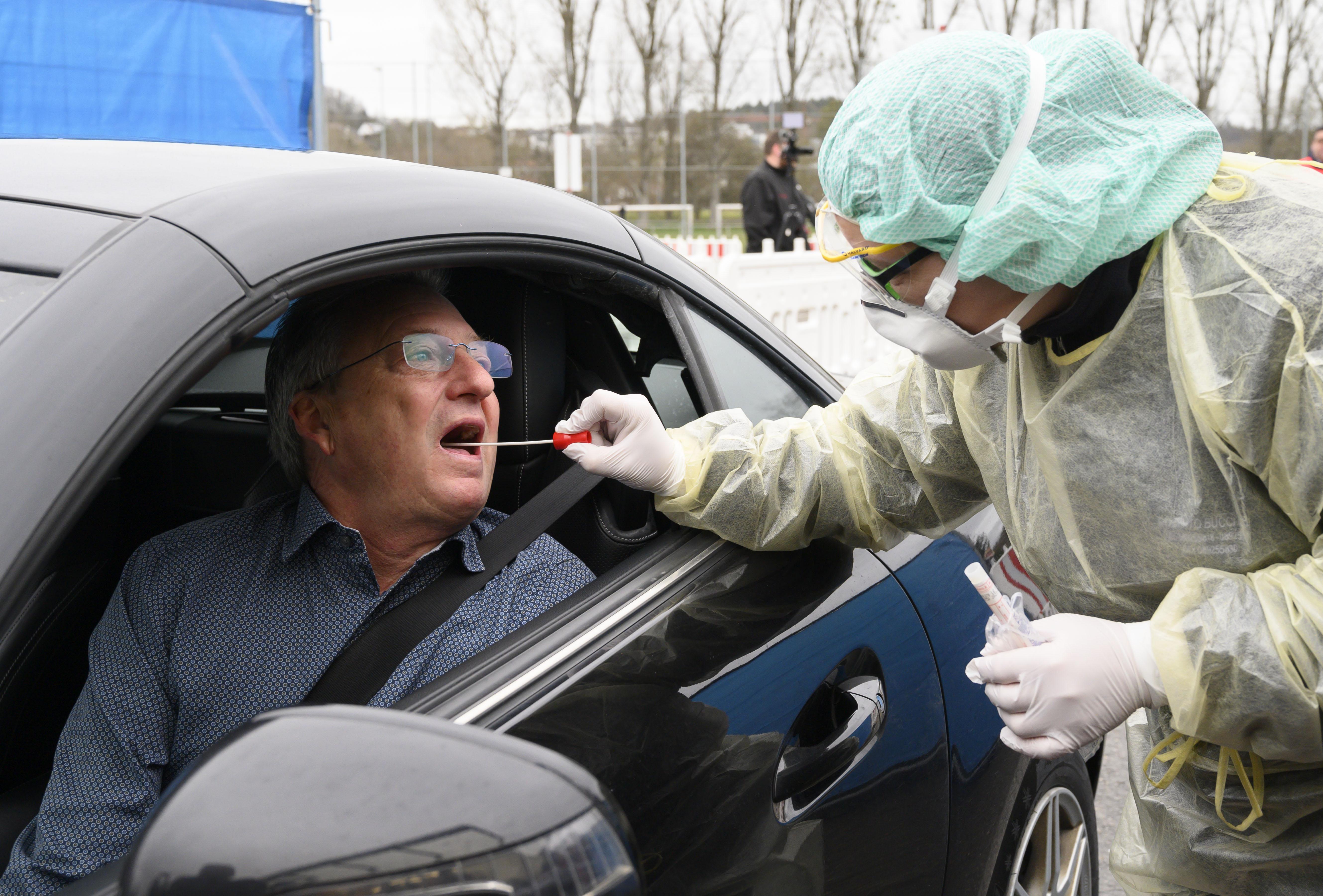Ezért veszélyesebb a koronavírus az idősebbekre