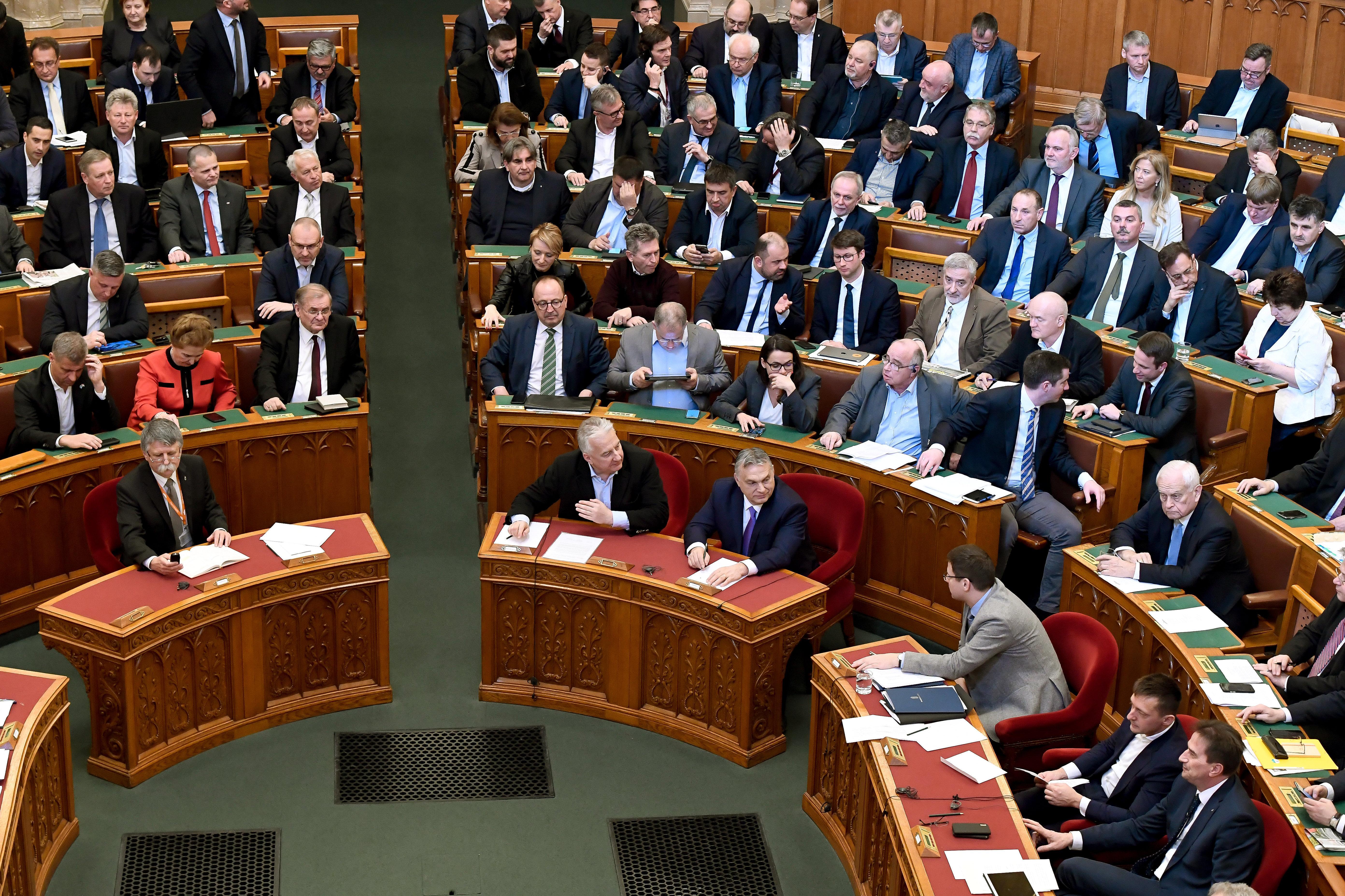 Plenáris ülésen tárgyalhatják a külföldről támogatott civilszervezetekről szóló törvény eltörlését