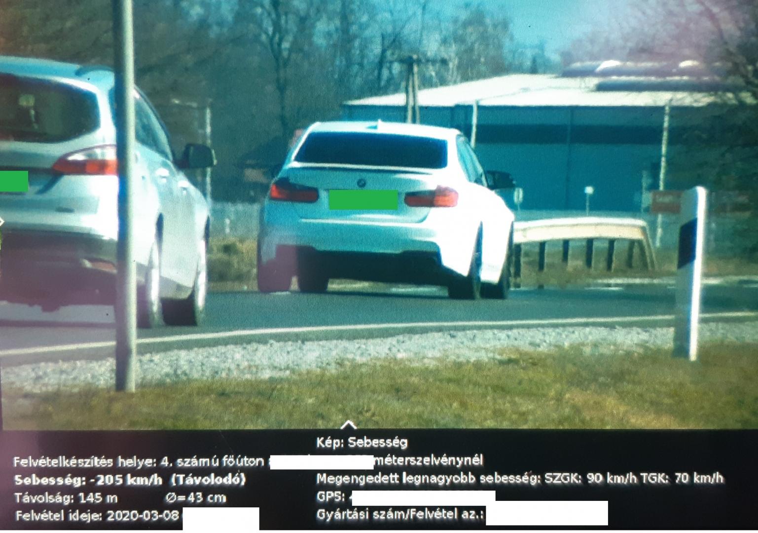 Egy BMW 205 km/órával ment ott, ahol maximum 90-nel lehet
