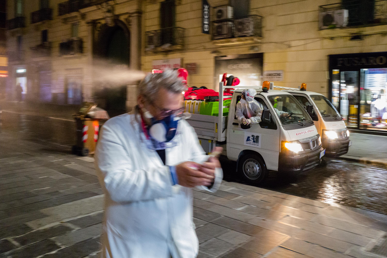 Drámaian emelkedett Spanyolországban a járvány halottainak száma