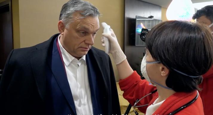 Orbán lázát megmérték a reptéren, az olvasóinkét nem