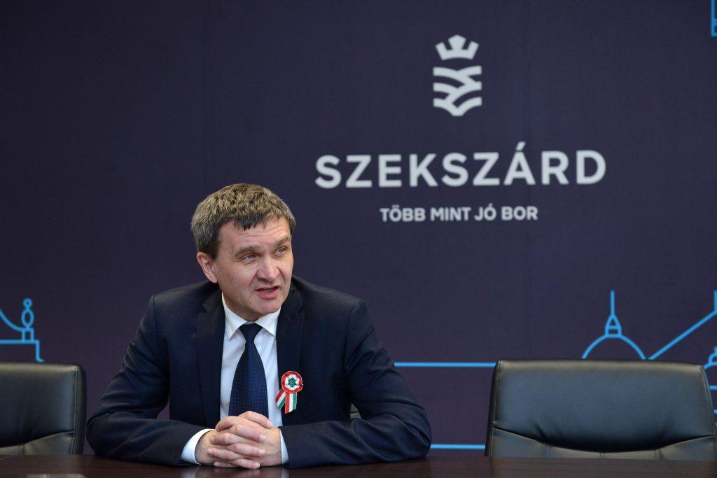 Szekszárd fideszes polgármestere egyedül fogadta el a város költségvetését