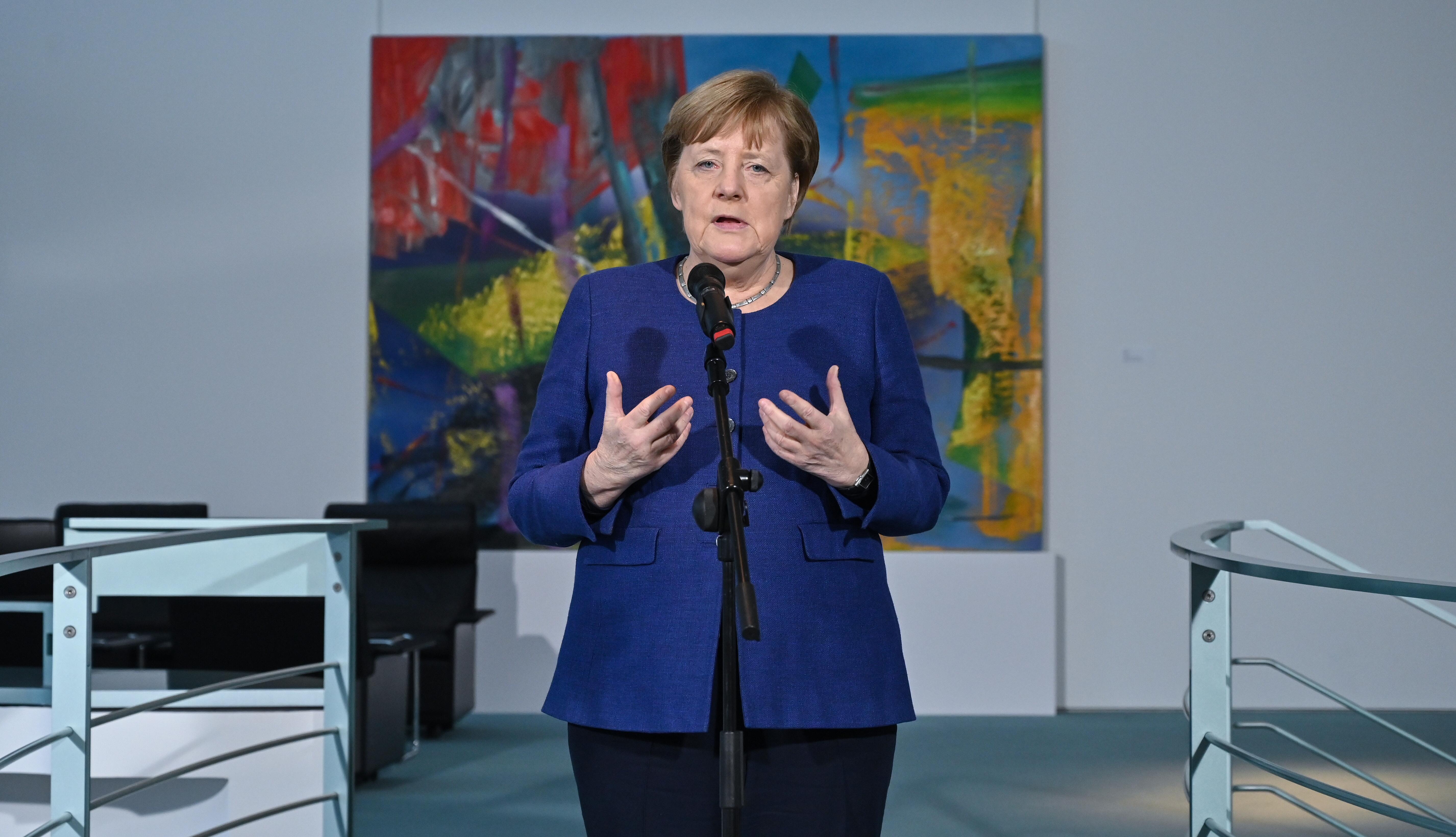Merkel szerint a társas érintkezés mellőzésével lehet segíteni a veszélyeztetett embereket