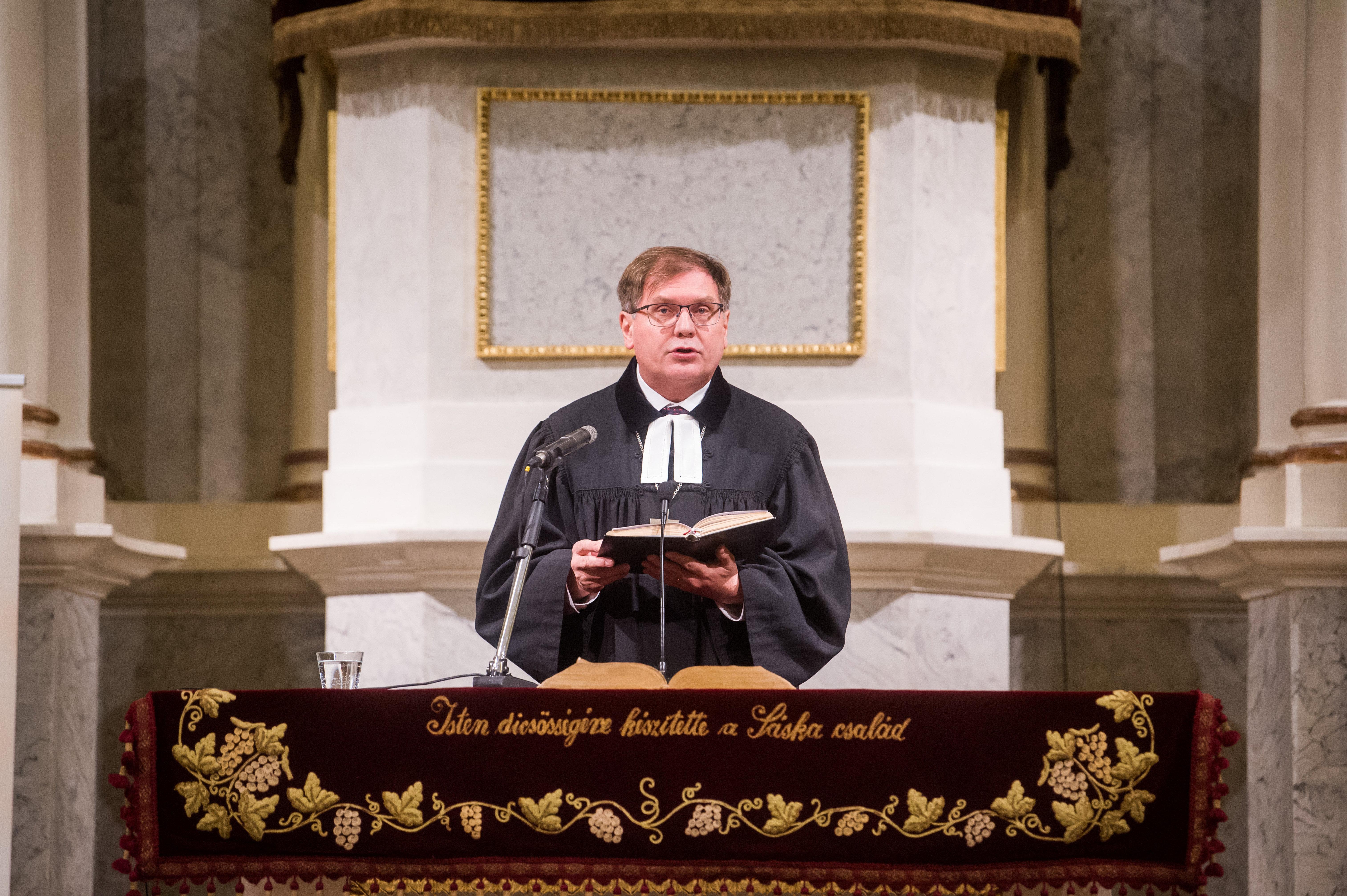 Levélben kérik az egyházak, hogy vegyék előre a lelkészeket az oltási tervben