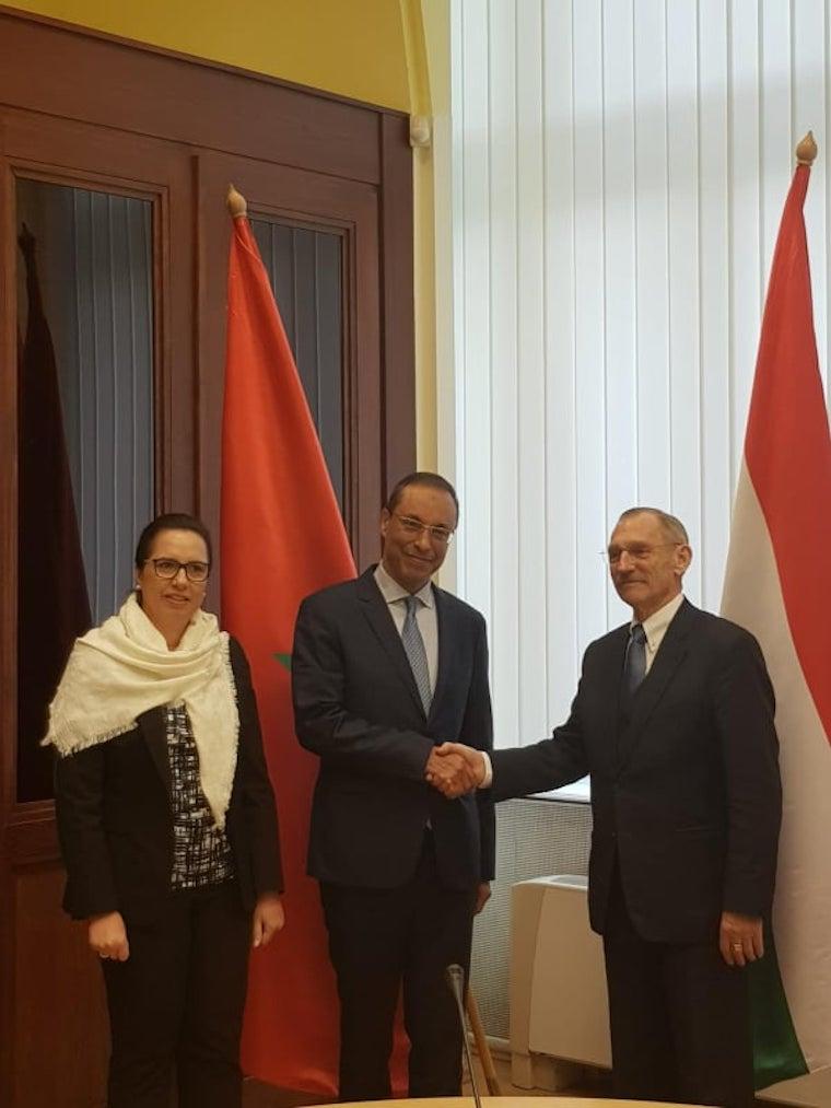 Szombat este derült ki, hogy koronavírusos egy marokkói miniszter, aki a héten Budapesten tárgyalt egy rakás magyar politikussal és Pintér Sándorral is kezet fogott