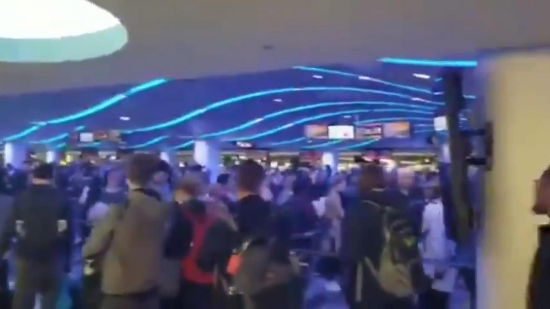 Az amerikai reptereken ezrek torlódtak fel a bevezetett átvilágítások miatt