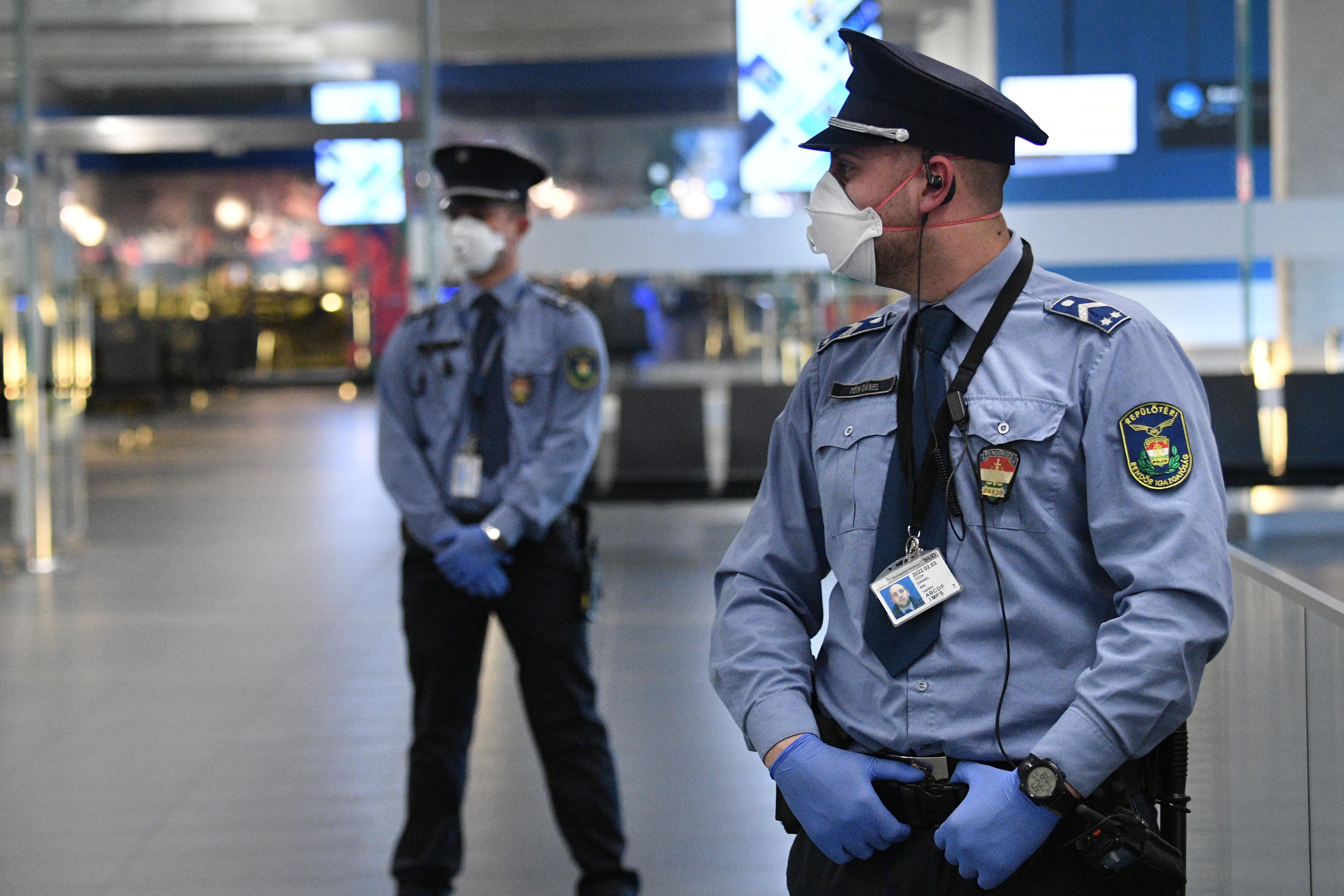 Ön aláírná, hogy Magyarország közrendjére, közbiztonságára, nemzetbiztonságára vagy közegészségügyére súlyos veszélyt jelent?