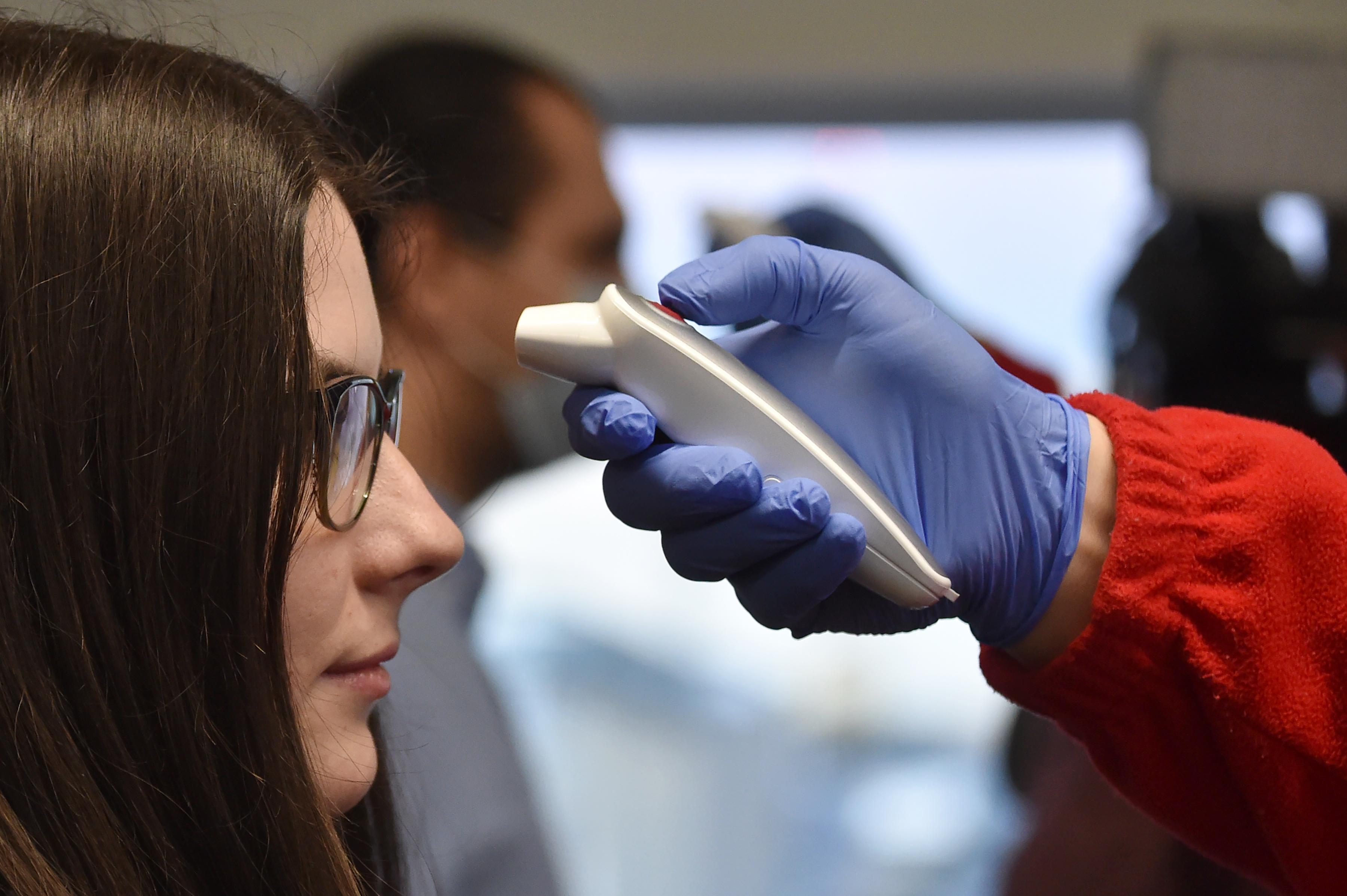 Amerikában elkezdik egyesével végighívni a koronavírus-fertőzöttek kontaktjait
