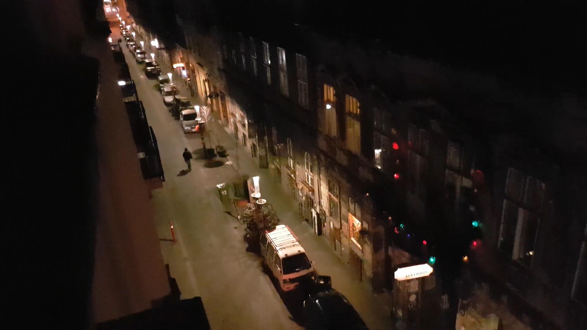 A koronavírus elintézte: üres és csendes az éjszakai Kazinczy utca