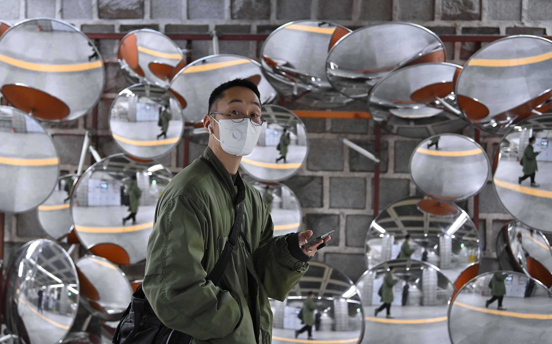 Dél-Koreában a teljes transzparencia és a technológiai újítások küzdenek a koronavírus ellen