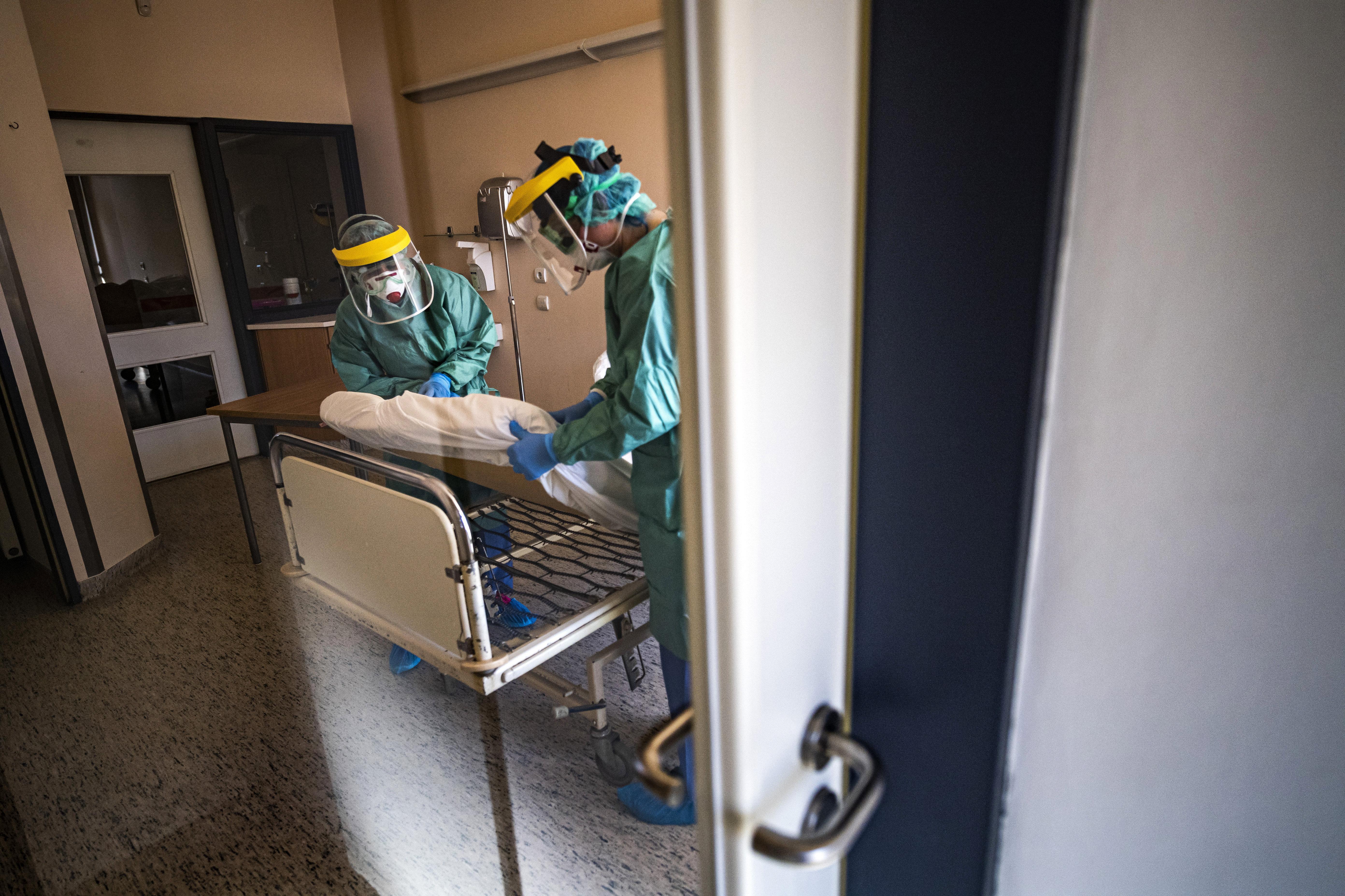 Koronavírus Magyarországon: már 733 regisztrált fertőzött van, hivatalosan 34 ember halt meg
