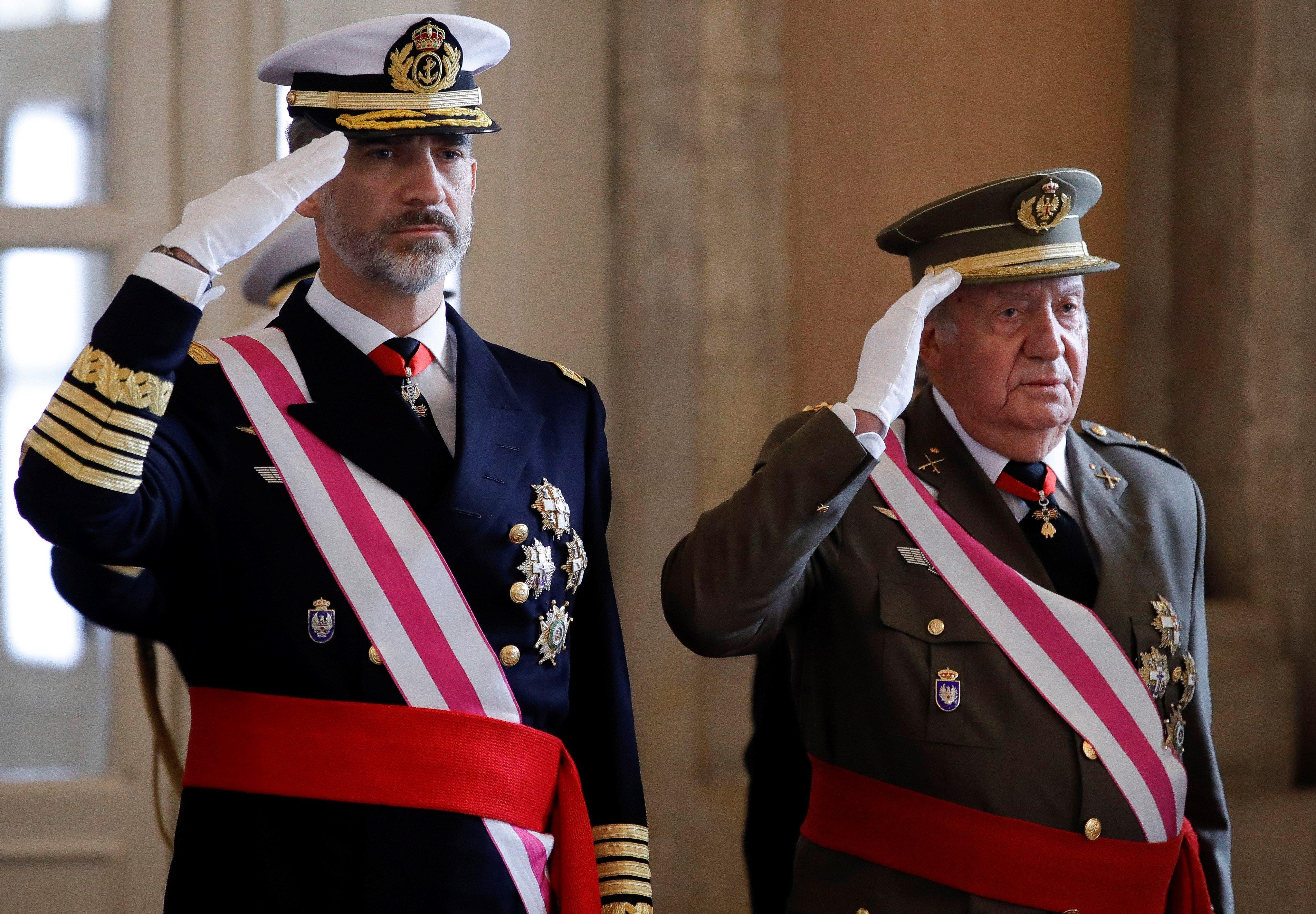 A spanyol király megvonta a költségvetési támogatást az offshore-botrányba keveredett apjától