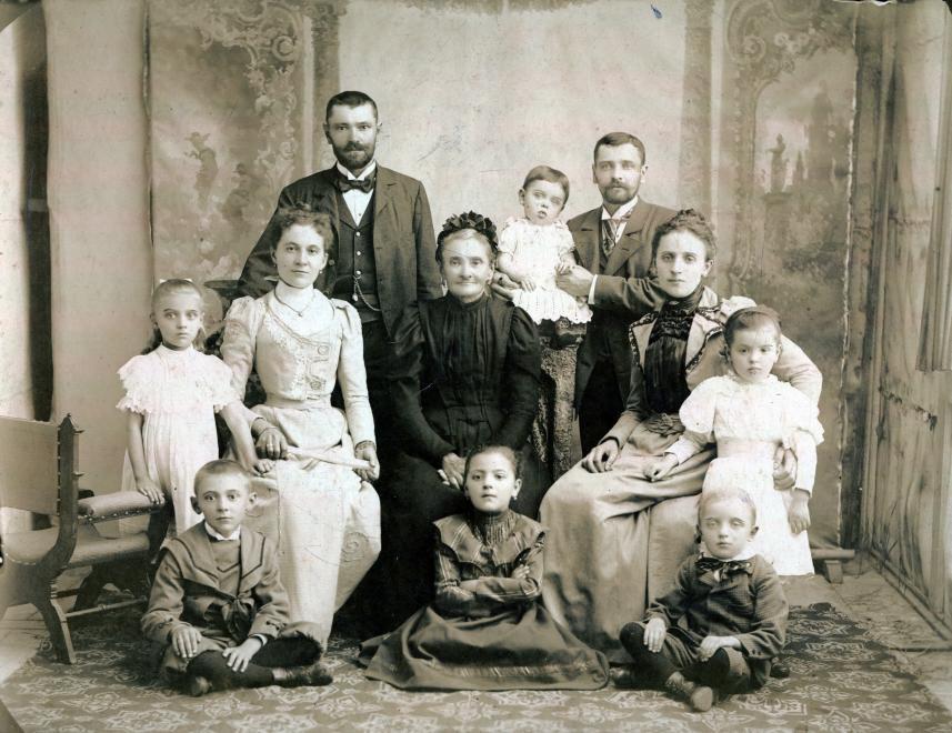 Ha már úgyis sokat leszünk otthon, válogathatunk régi családi fotókat a Fortepannak