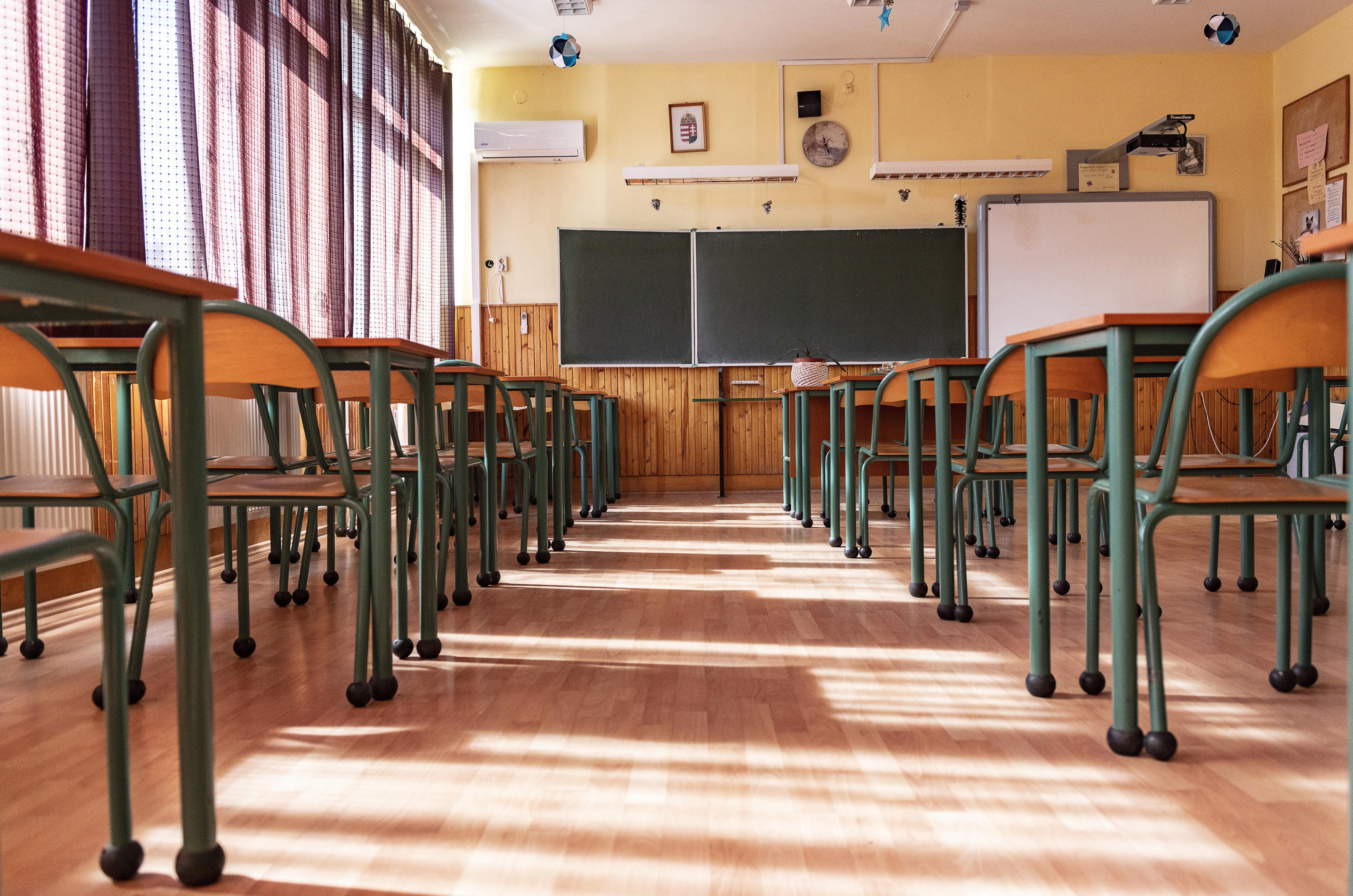 A tantestület és a szülők is mellette állnak, a szaktárca mégis leváltaná egy csepeli általános iskola igazgatóját