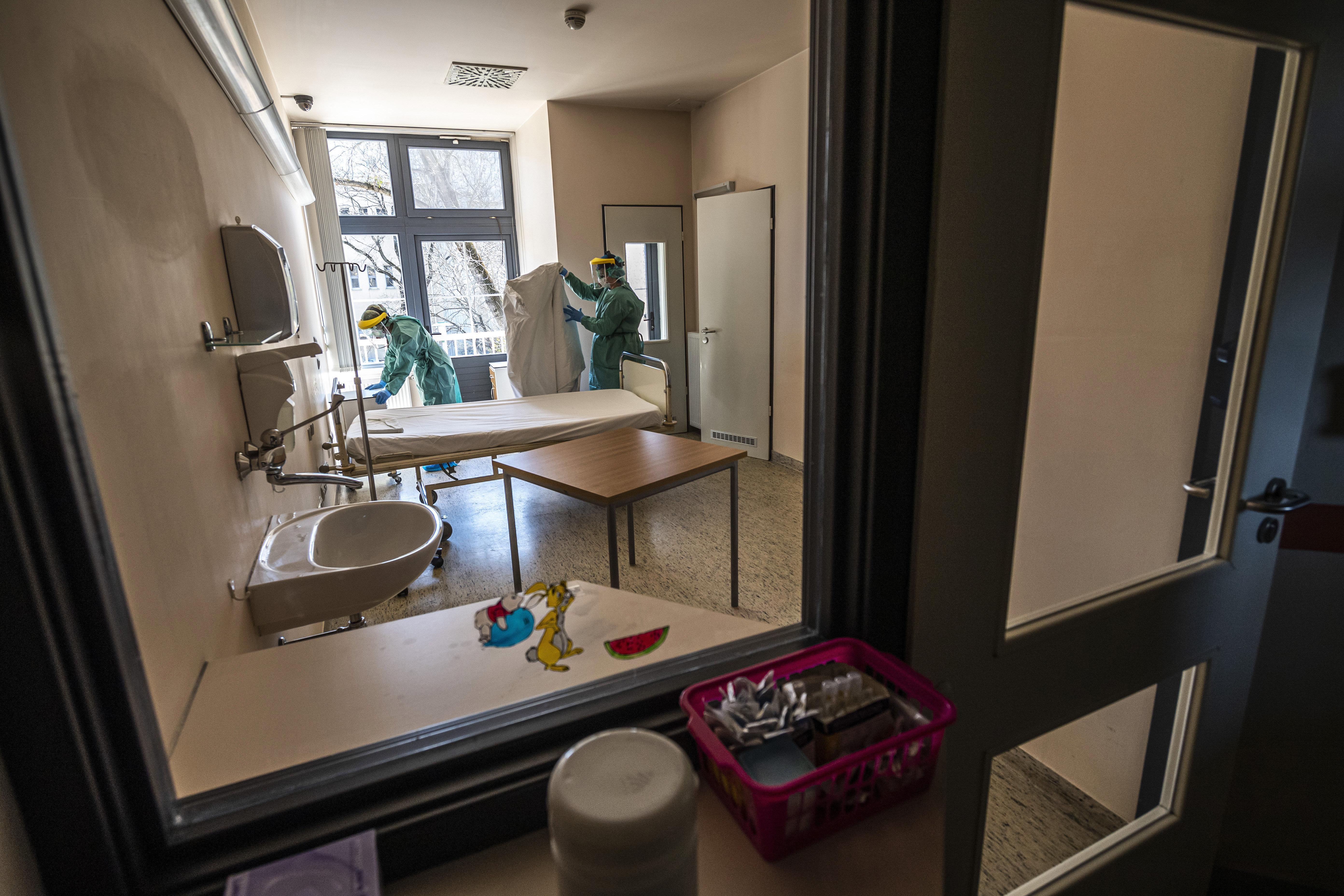 Megkezdték a remdesivir klinikai tesztjeit Magyarországon is