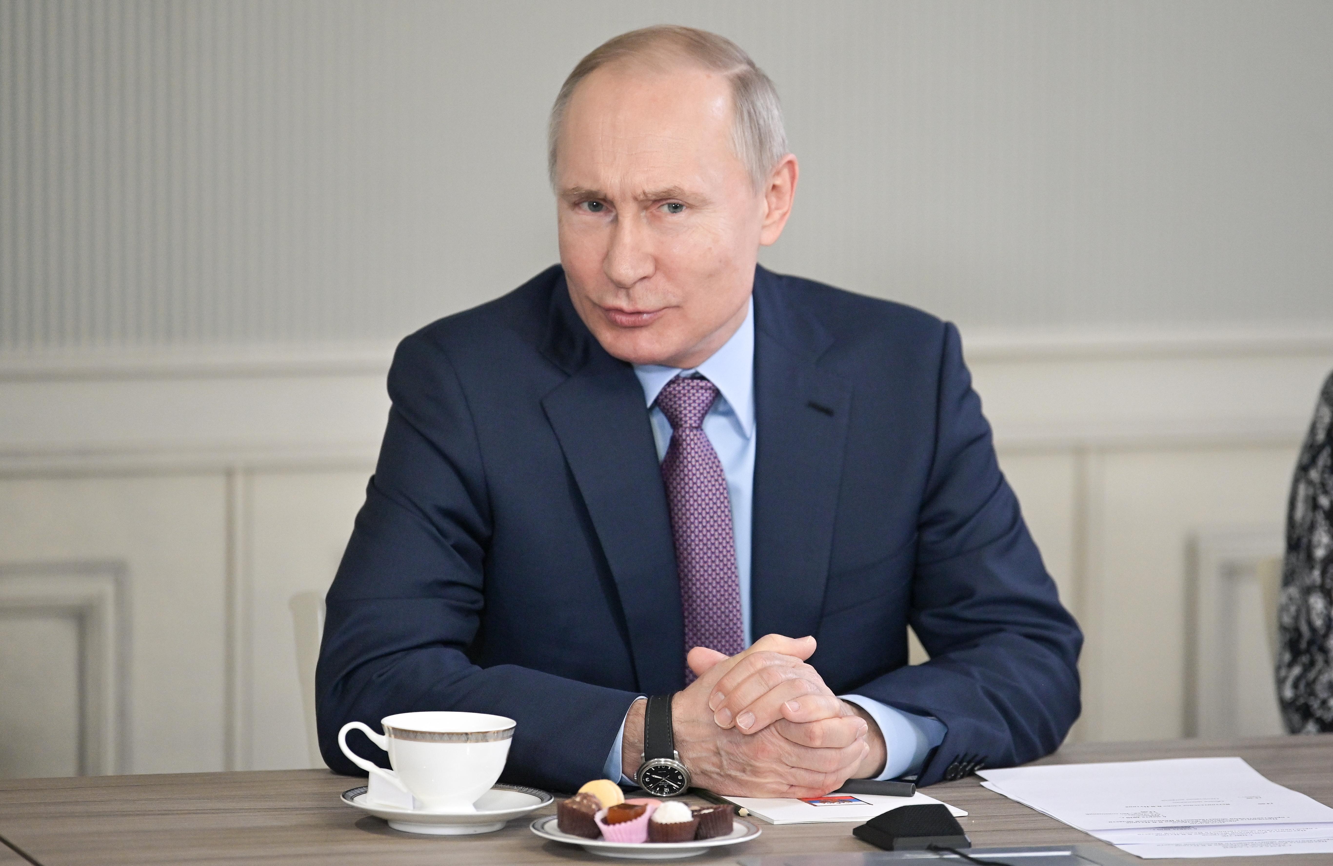 Putyin a járványhelyzet ellenére is megtartatja a hatalma meghosszabbításáról szóló népszavazást