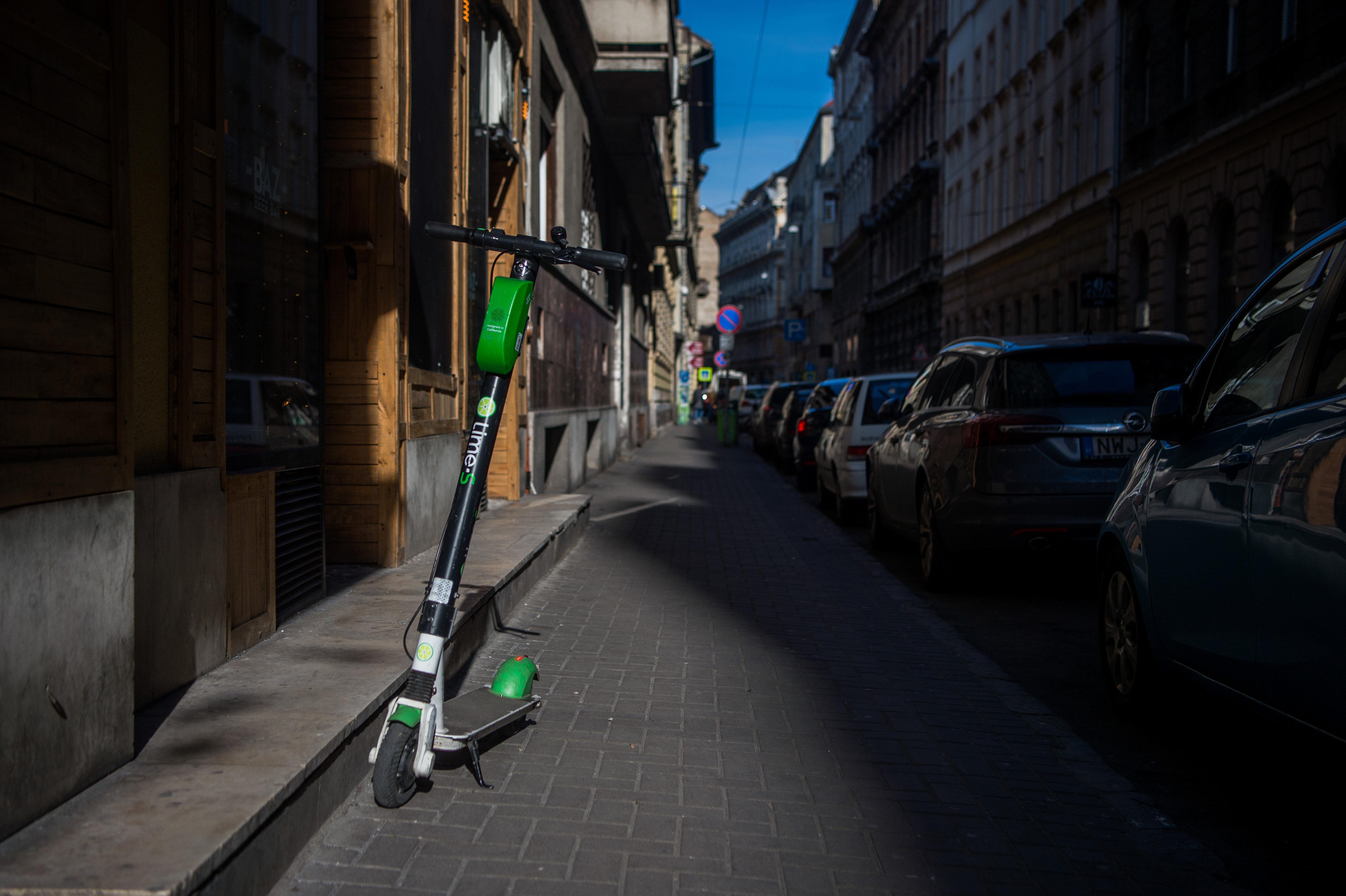 A NAV végrehajtást indított az utcákra visszatérő Lime ellen