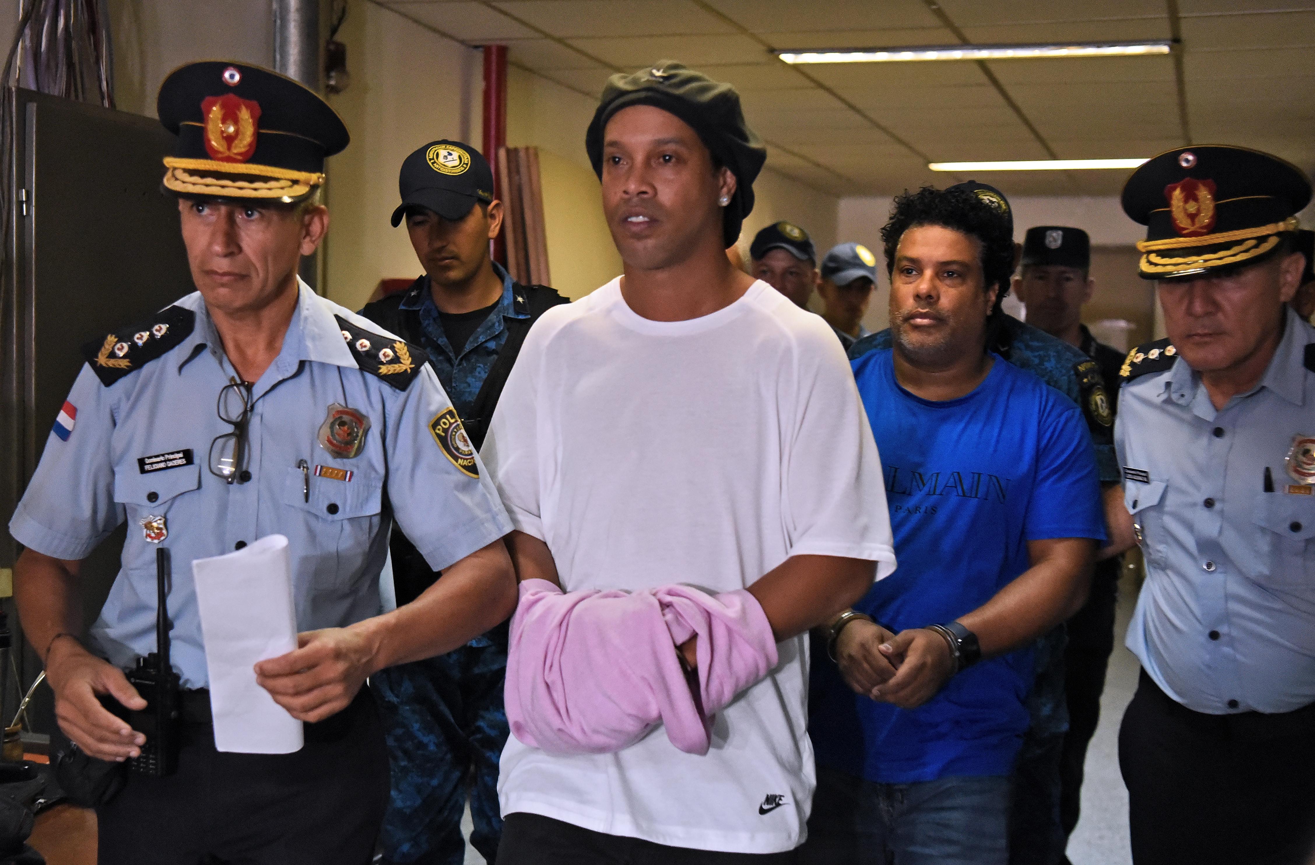 Ronaldinho nem unatkozik a börtönben, focival nyert disznót