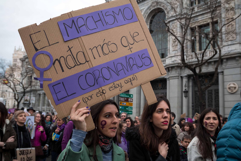 Nőnapi tüntetésekkel szabadították magukra a koronavírust a spanyolok