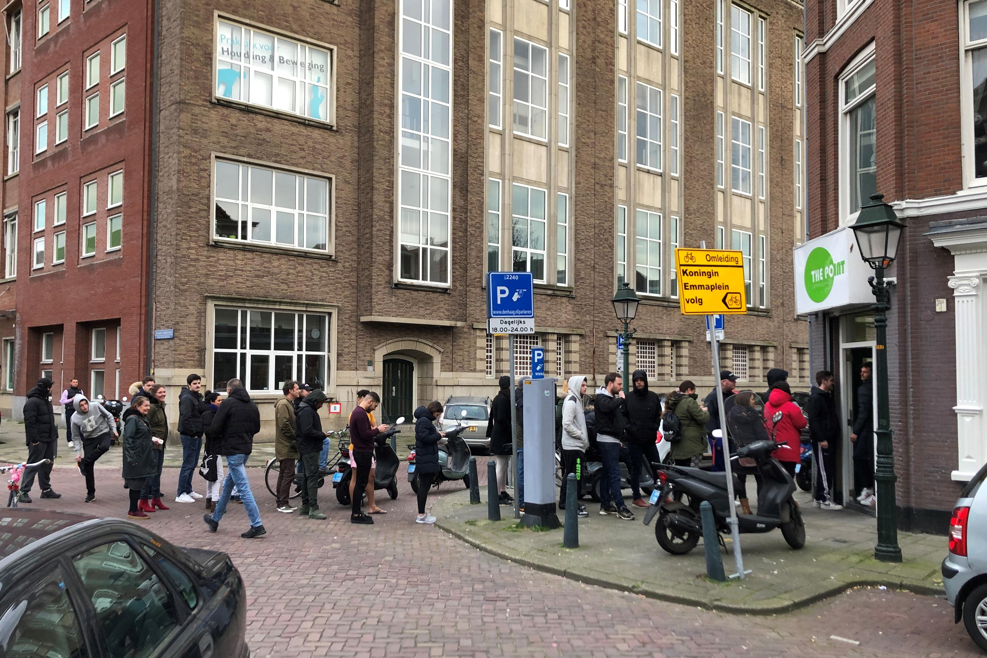 Pár nap után ismét megnyitottak a fűboltok Hollandiában