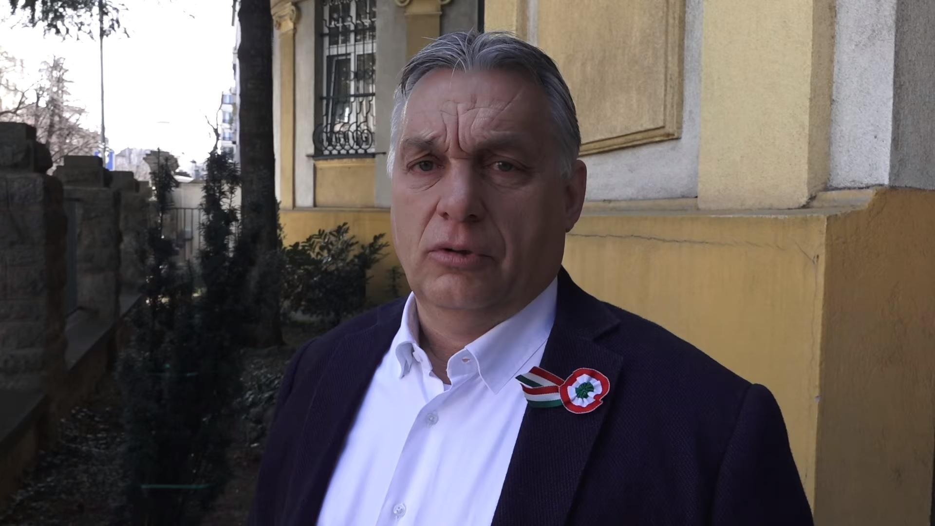 """Orbán Viktor válaszolni akart Soros György publicisztikájára, pedig sokan azt tanácsolták neki, hogy egy miniszterelnök ne vitatkozzon """"gazdasági bűnözőkkel"""", de mégis megírta a cikket, ami aztán nem jelenhetett meg ott, ahol szerette volna, így a saját oldalán hozta le"""