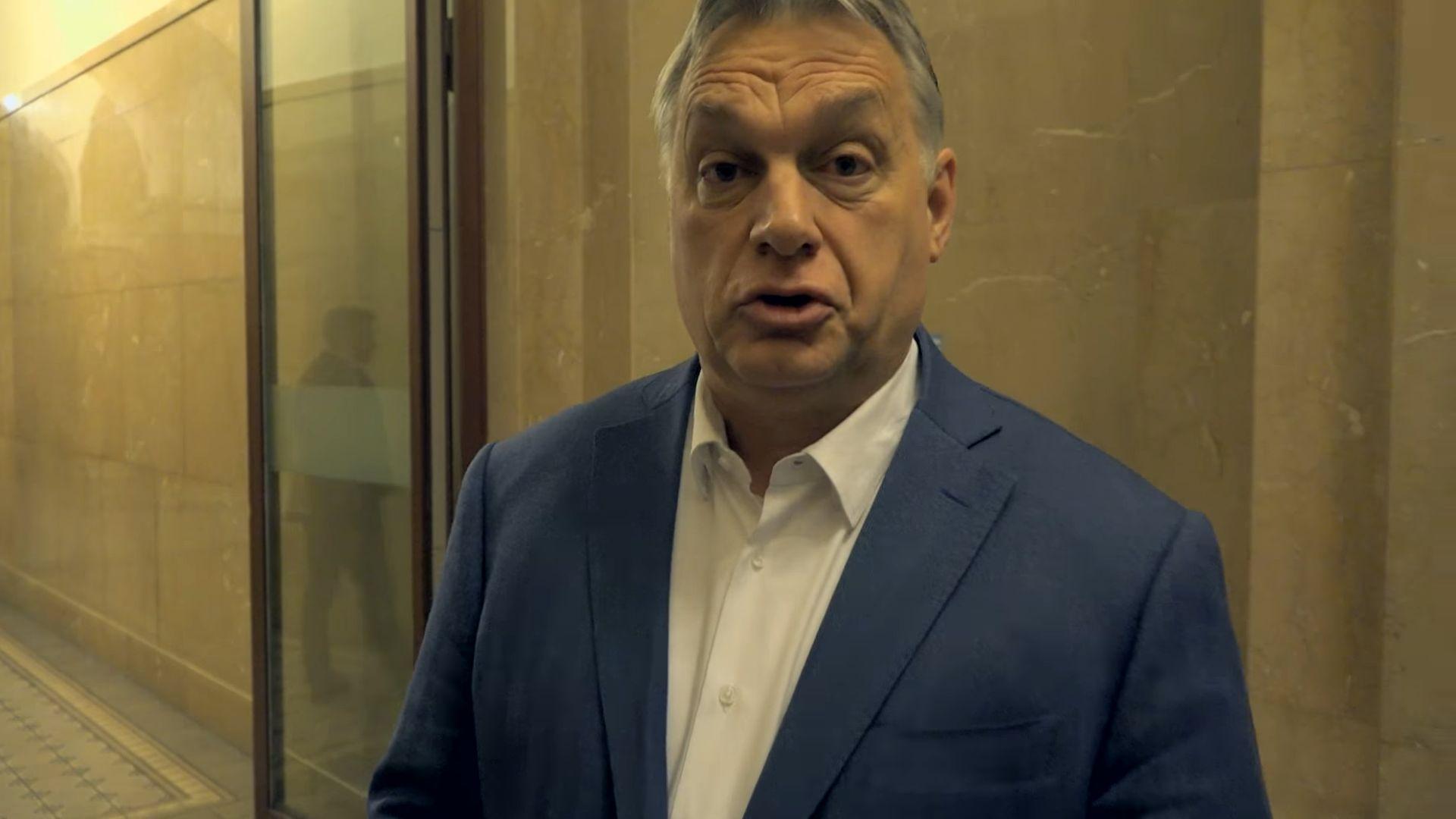 Orbán Viktor elsőként érkezett az operatív törzs ülésére, hogy meggyőződjön róla, működik-e a határzár