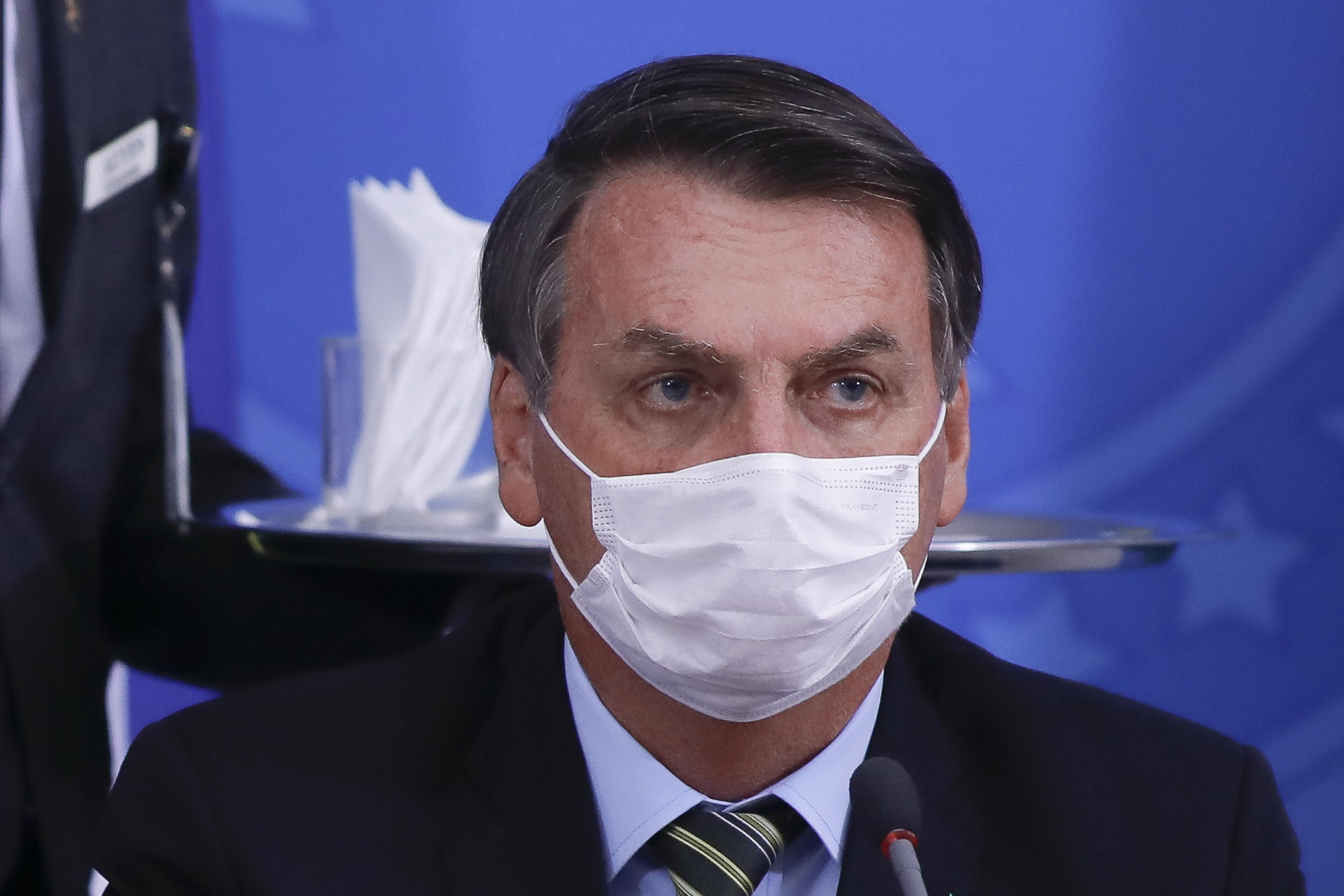 Egy brazil bíró elrendelte, hogy Bolsonarónak is szájmaszkot kell hordania nyilvános helyeken