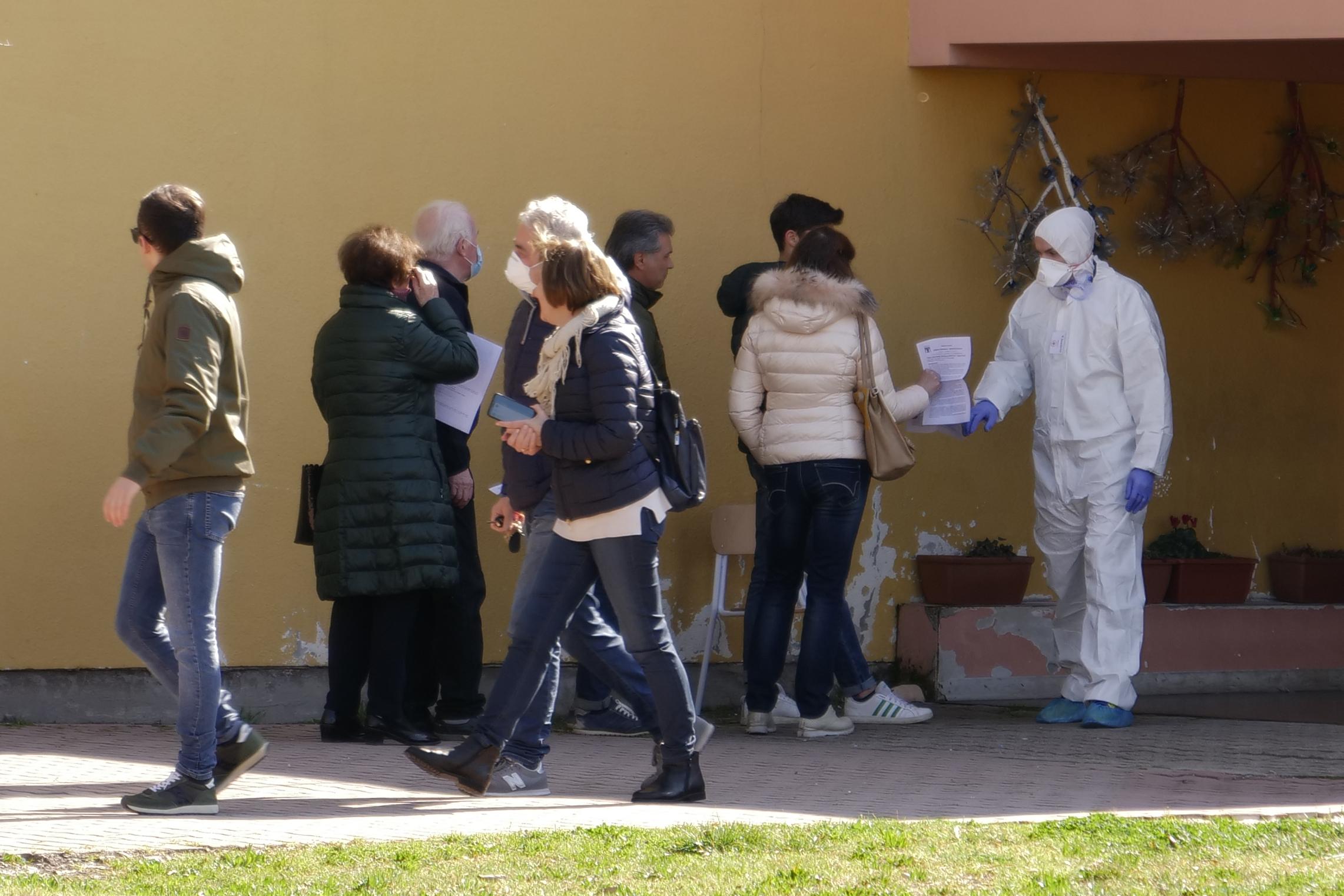 A munkába való visszatérést segíti a tömeges tesztelés Venetóban