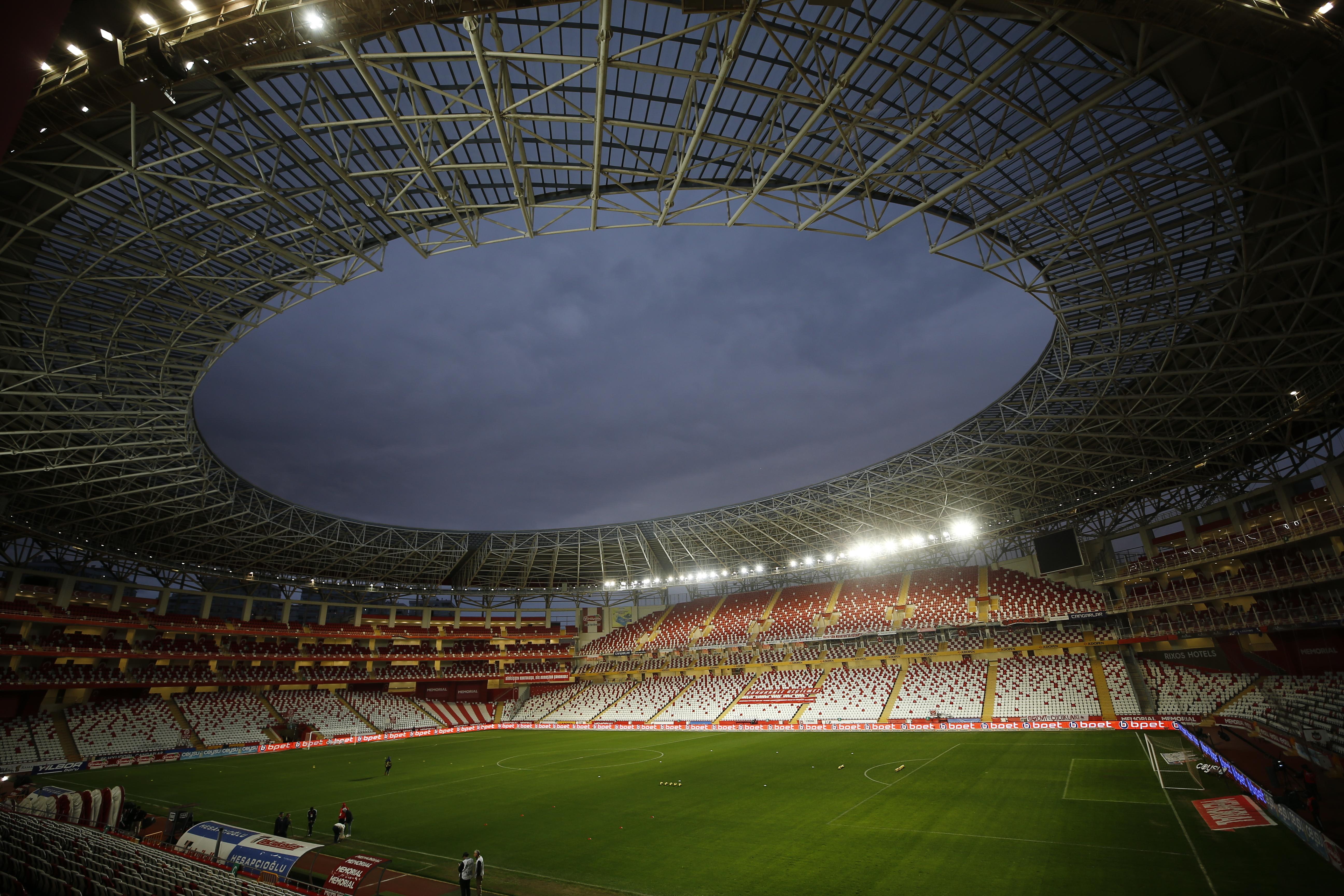 Törökországban is felfüggesztették bajnokságot, Európában már csak Fehéroroszország nem fújta le azt
