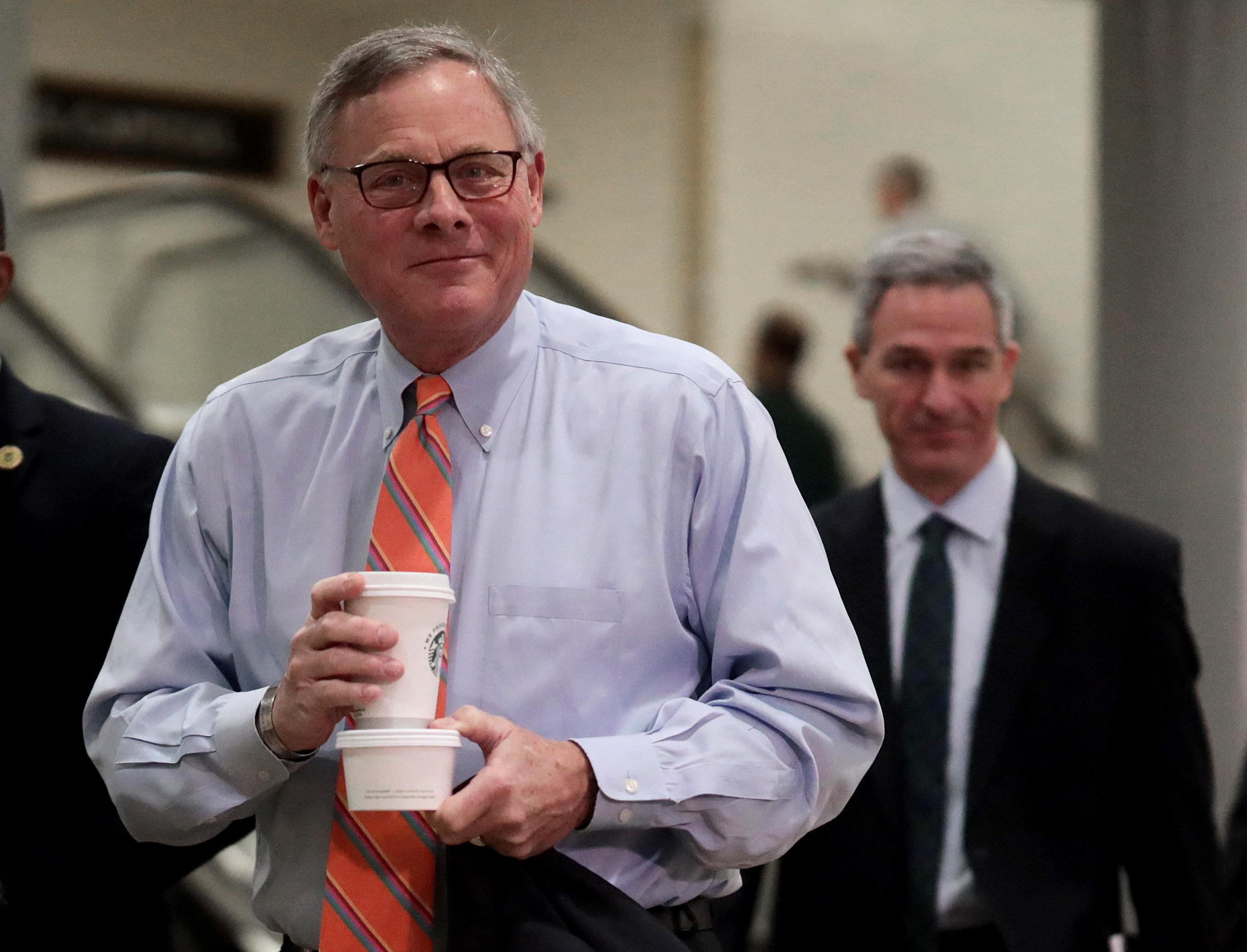 A koronavírus veszélyeiről tájékoztatott republikánus politikusok épp a tőzsde bezuhanása előtt adták el a részvényeiket