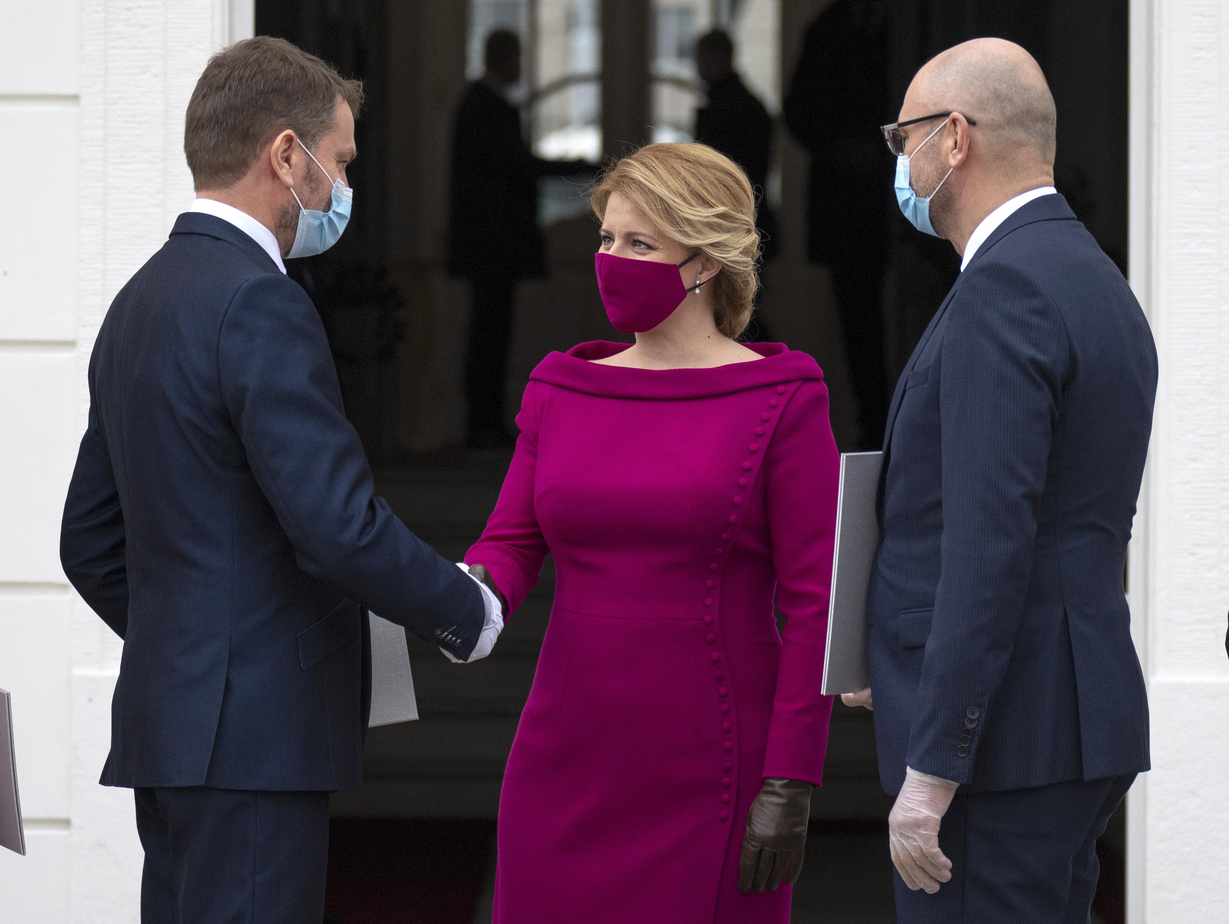 Kinevezte az új kormányt a szlovák elnök