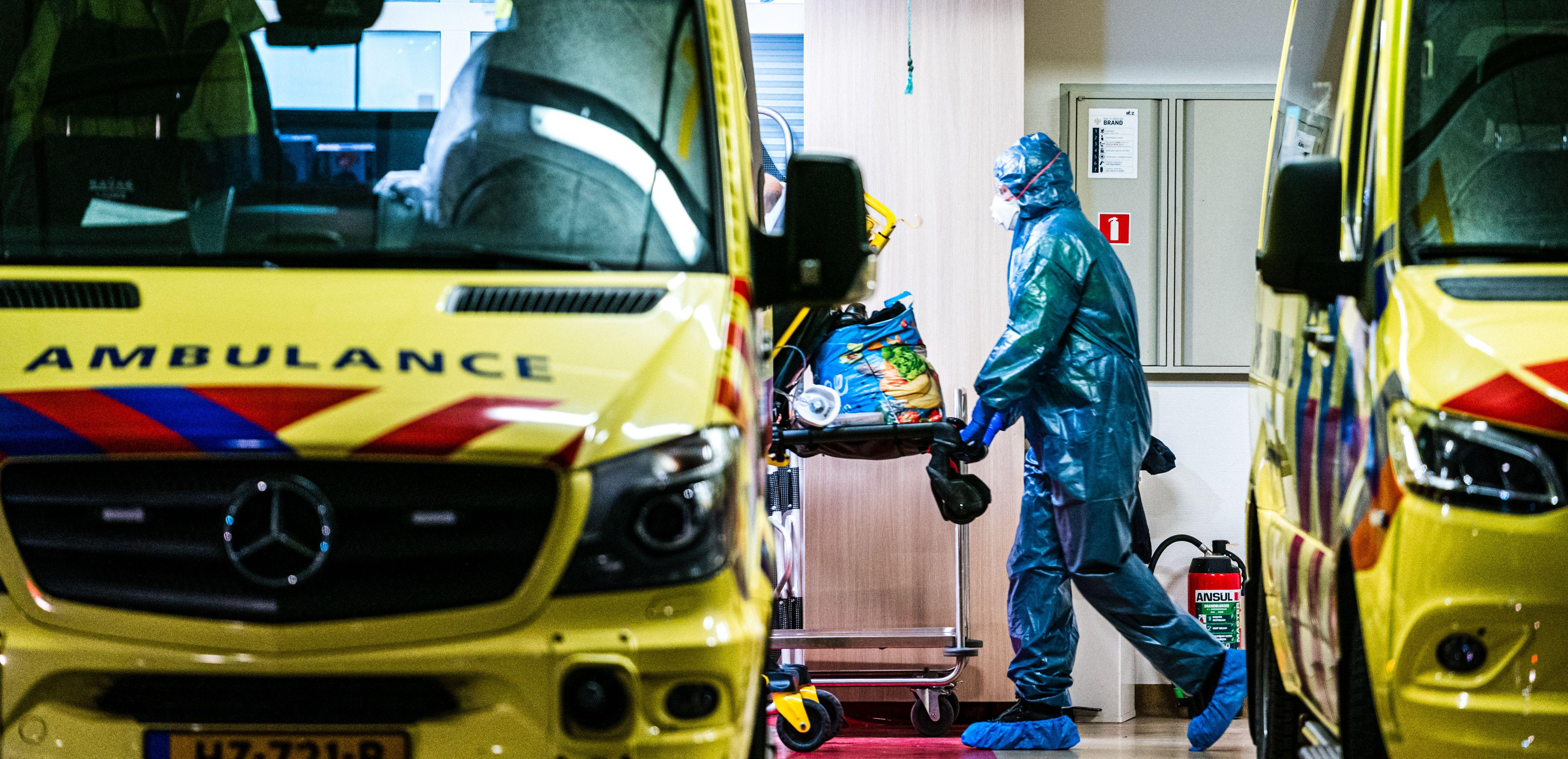 Hollandiában olyan meredeken nő a koronavírus áldozatainak a száma, hogy végképp feladhatják a nyájimmunitásnak még a gondolatát is