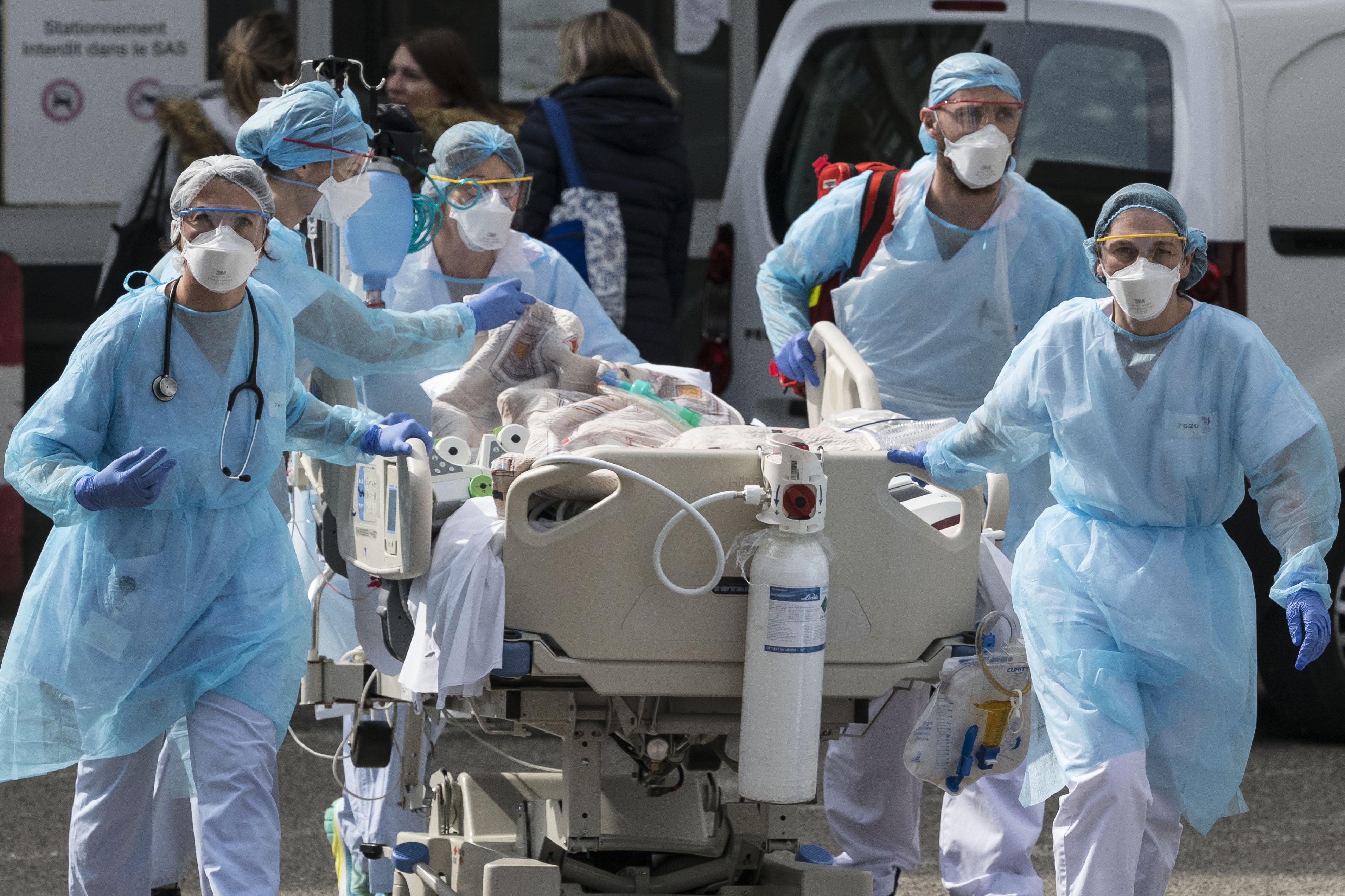A koronavírusos betegek újraélesztése fertőzésveszélyes, most azon vitatkoznak amerikai orvosok, leálljanak-e vele